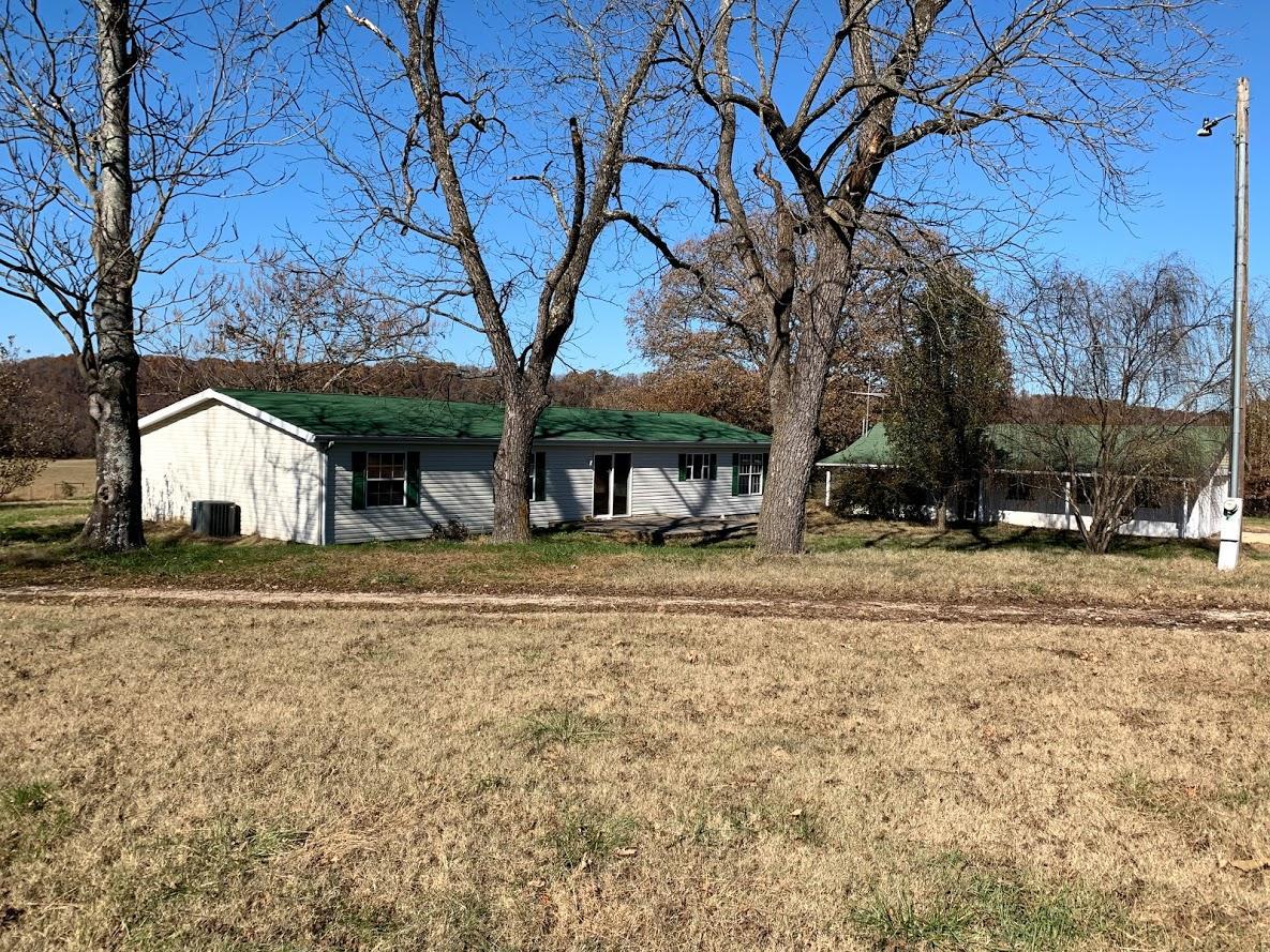 1552 Roberts Ridge Kissee Mills, MO 65680