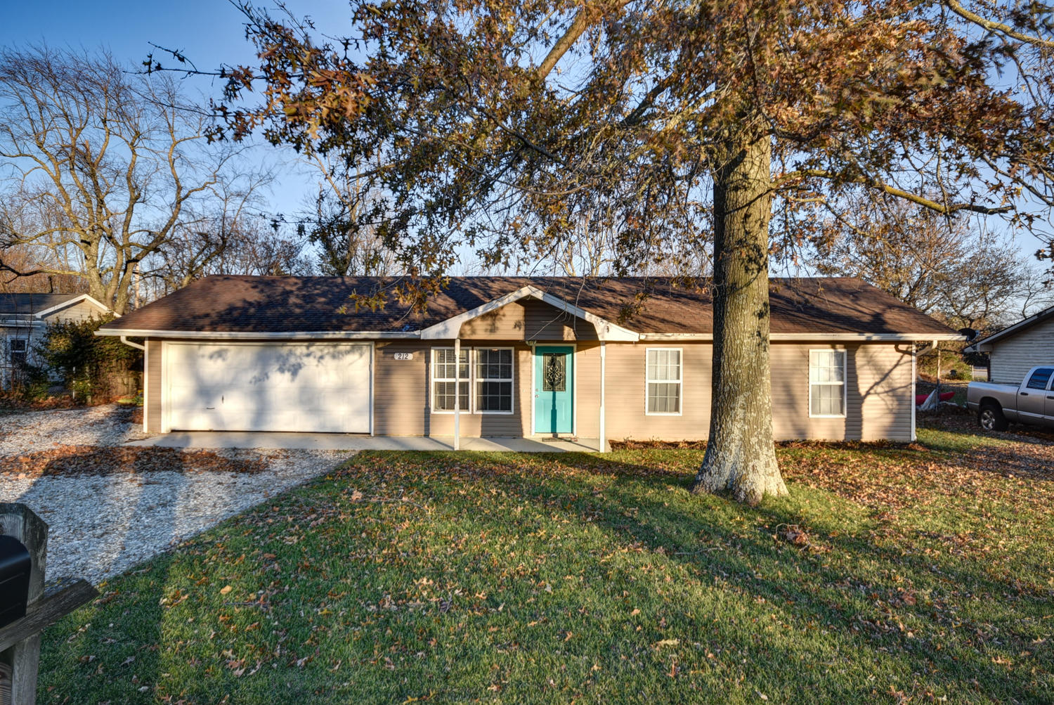 212 South Old Orchard Drive Strafford, MO 65757