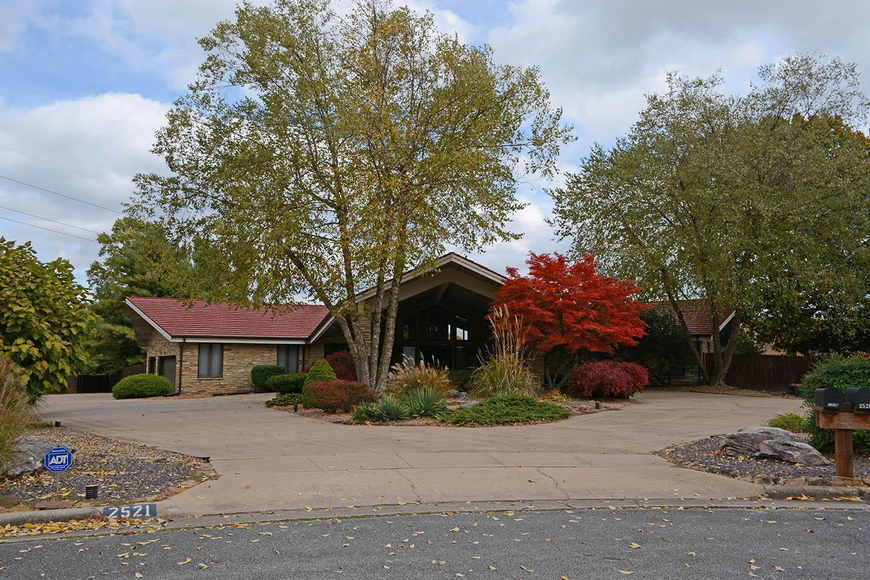 2521 East Meadow Drive Springfield, MO 65804