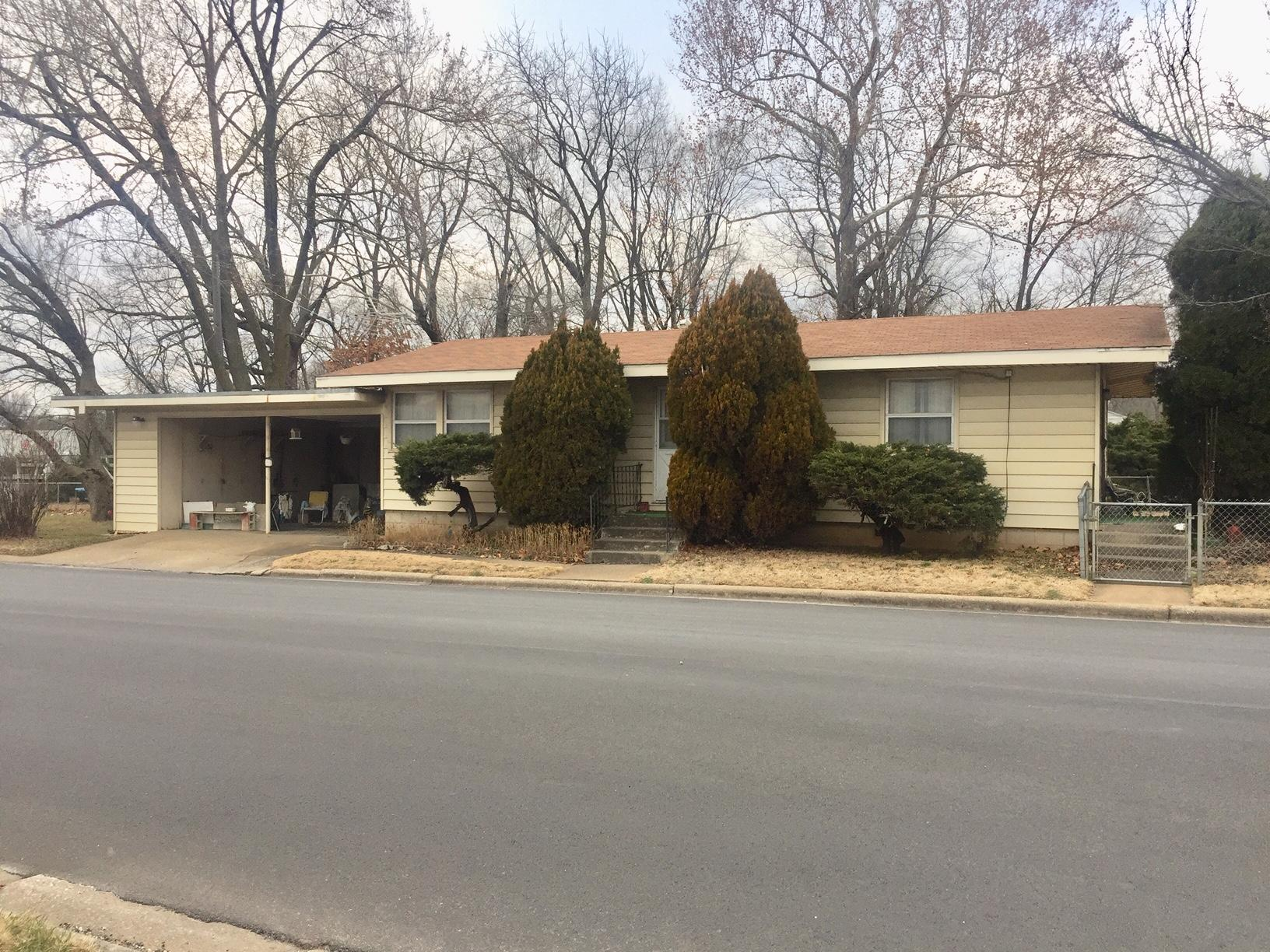 1251 South Crutcher Avenue Springfield, MO 65804