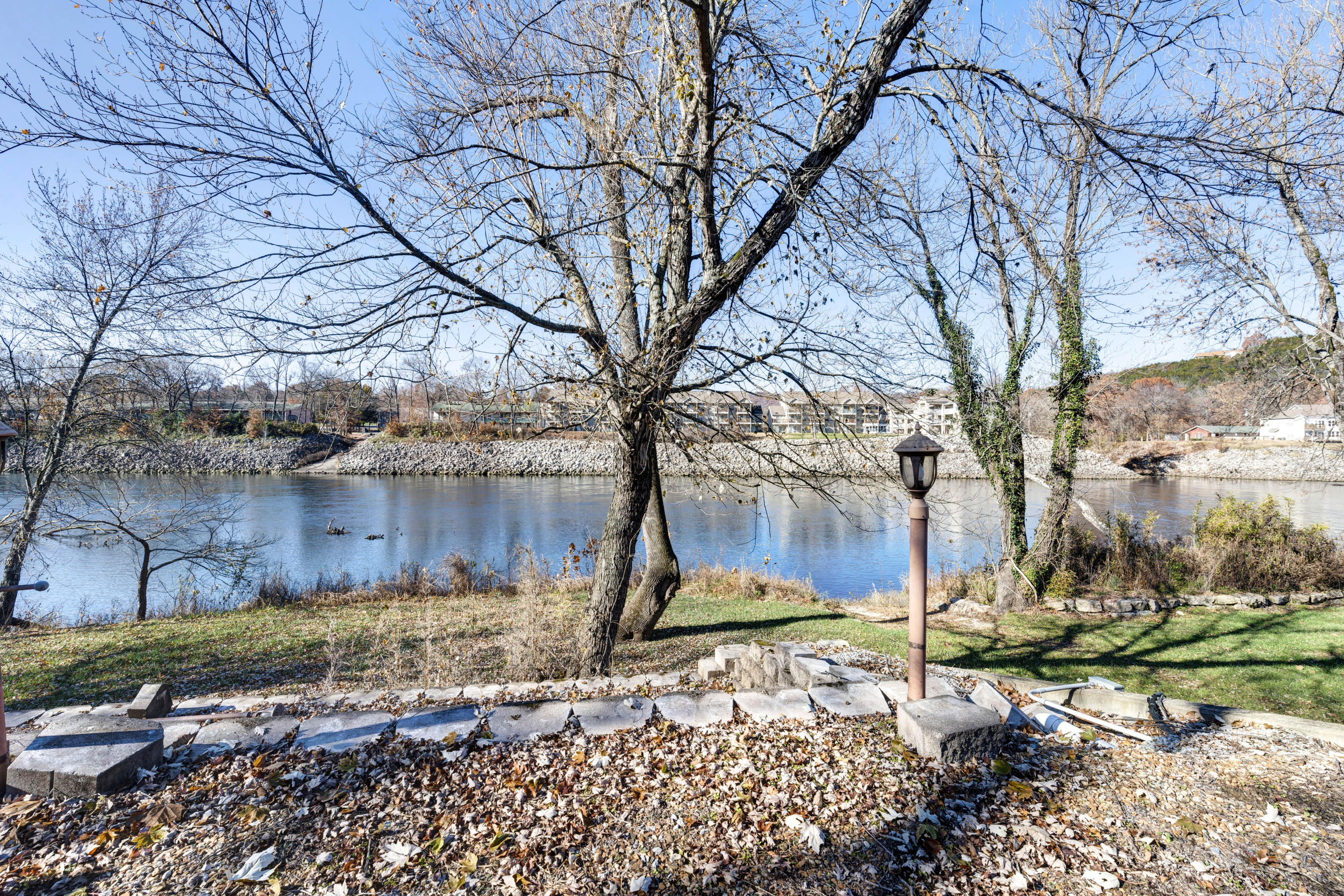 696 Foggy River Road Hollister, MO 65672