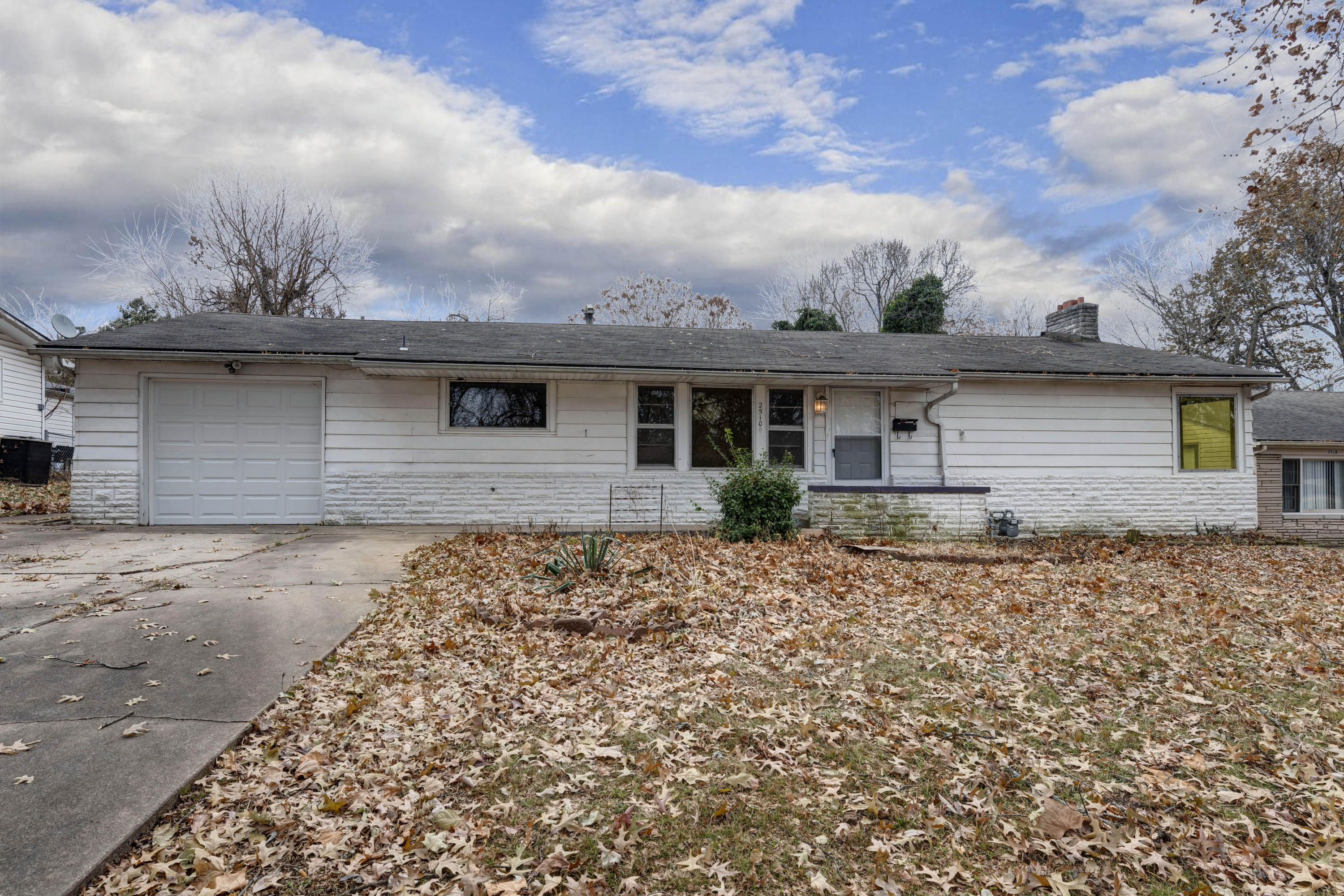 2510 South Glenwood Terrace Springfield, MO 65804