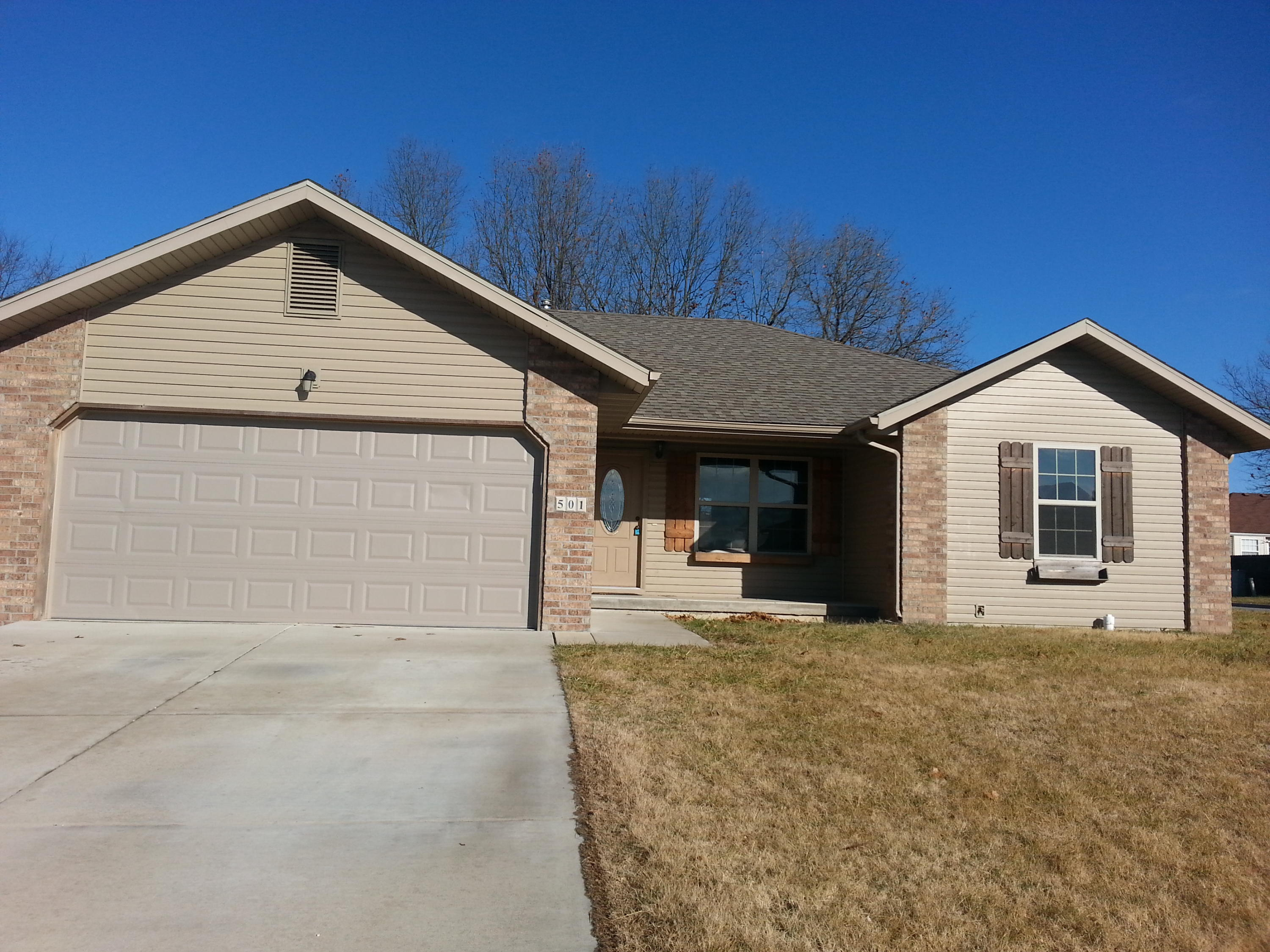 501 Bradford Pear Clever, MO 65631