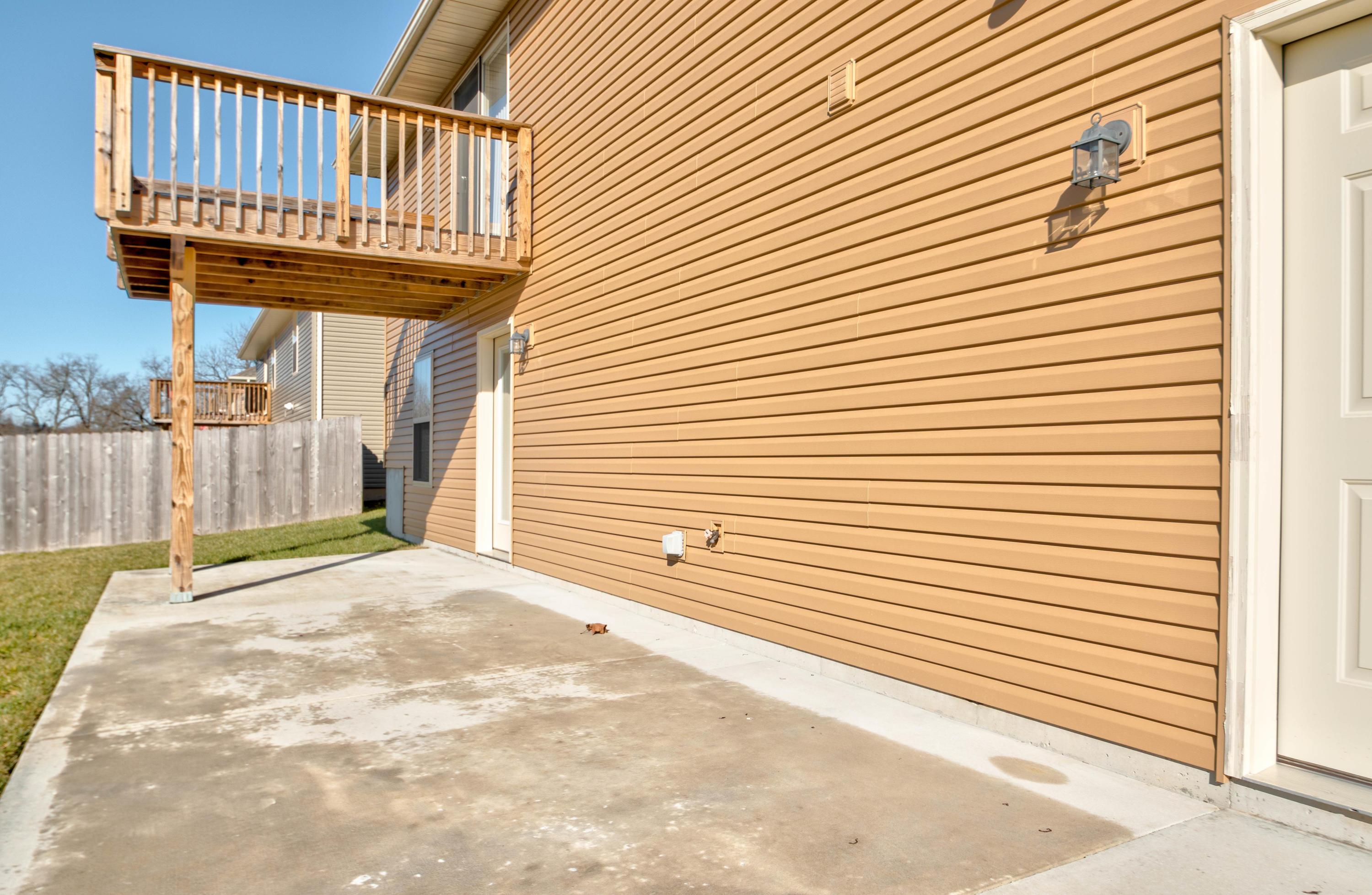 1102 East Fieldstone Drive Ozark, MO 65721