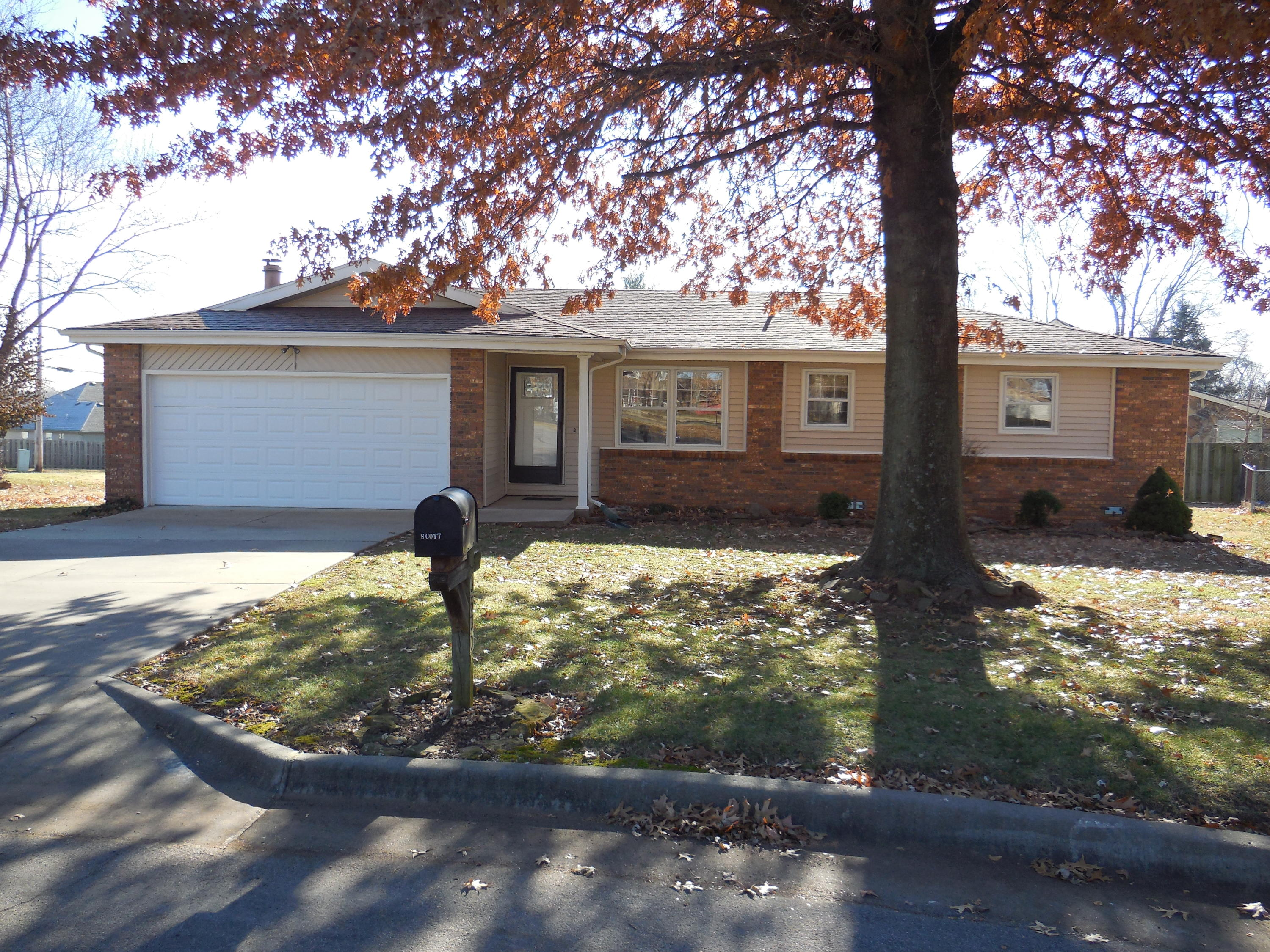 3630 North Olive Court Springfield, MO 65803