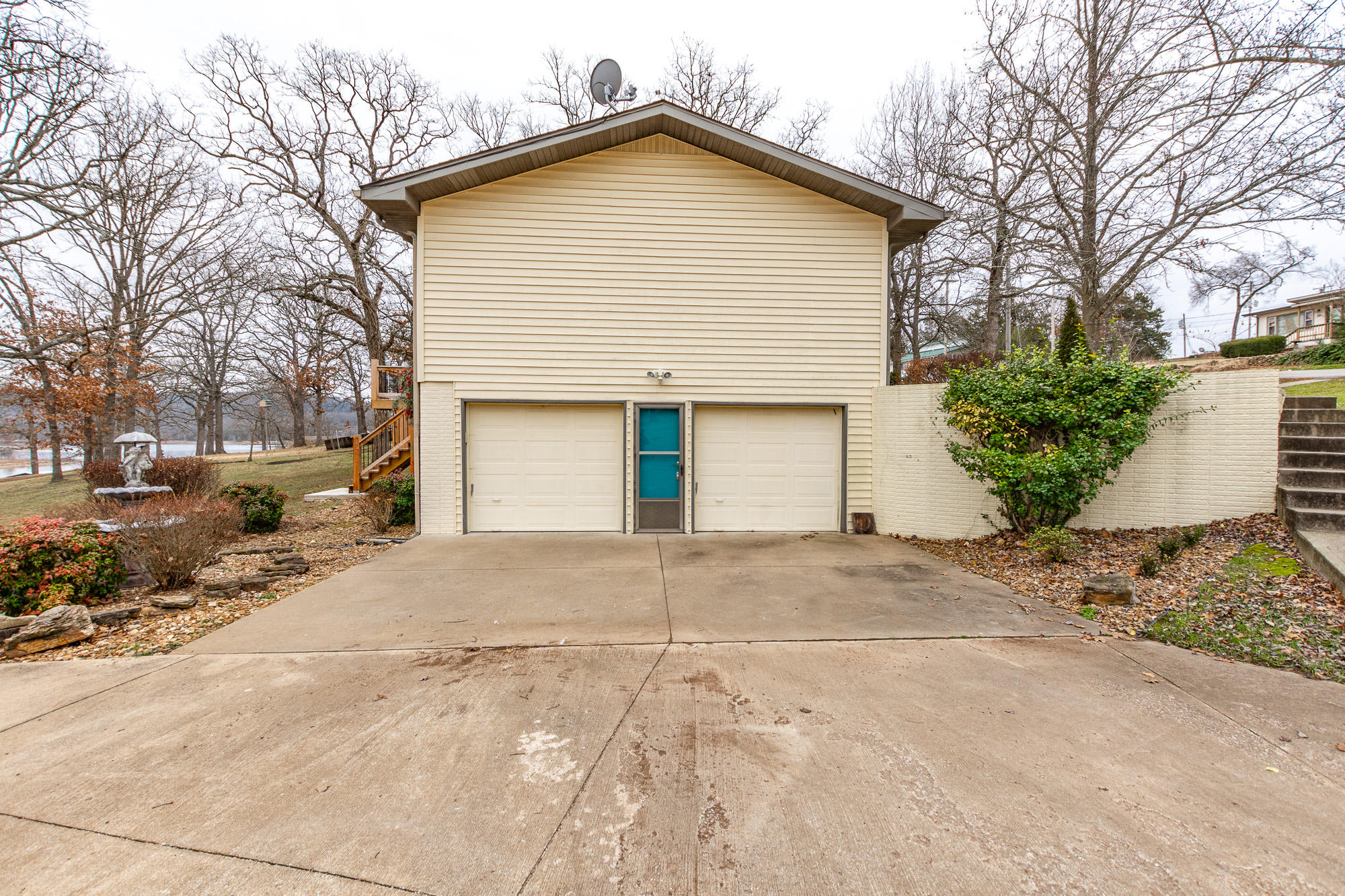 17 Holiday Dr Kimberling City, MO 65686