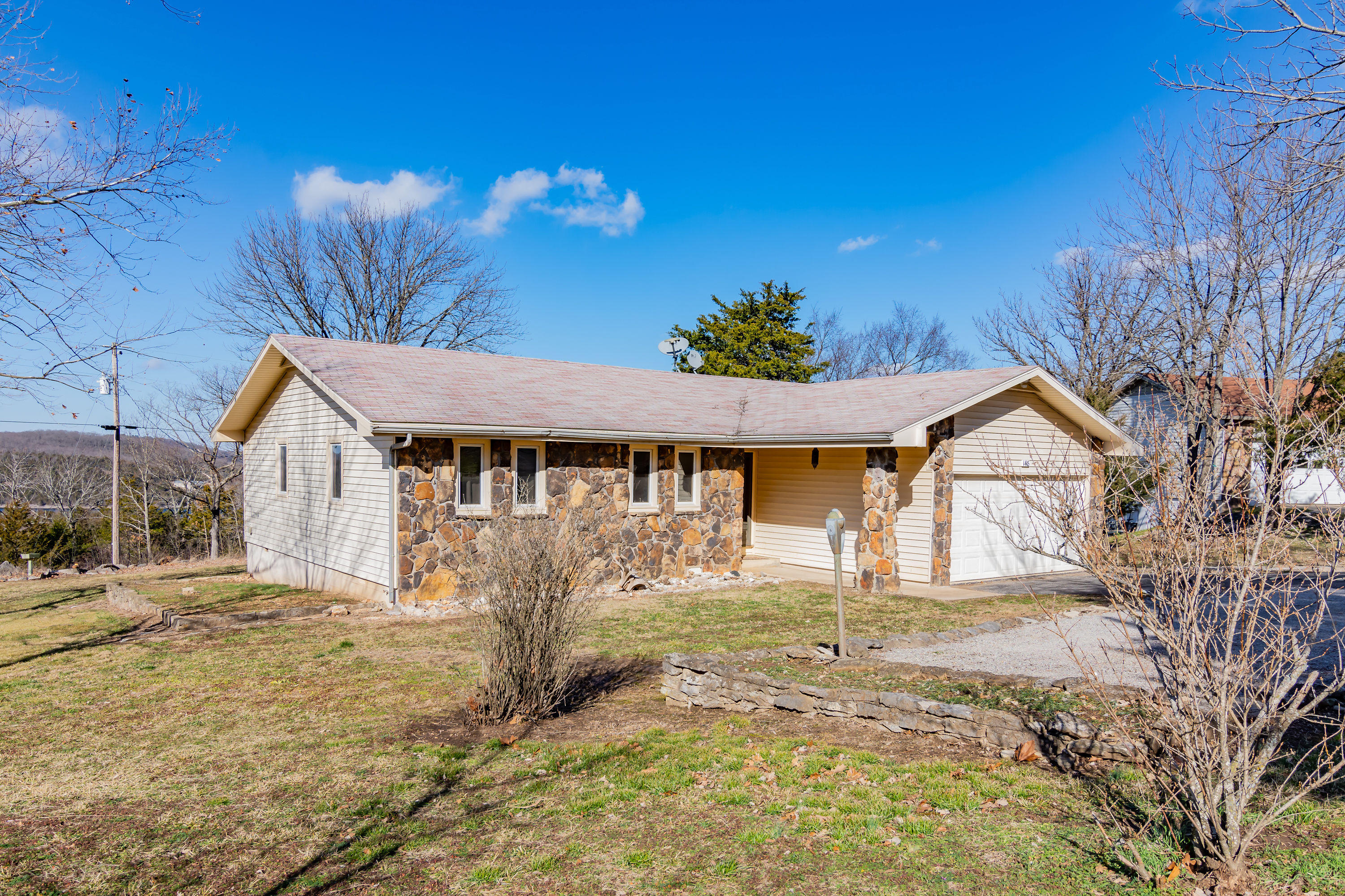 148 Circle Hill Drive Blue Eye, MO 65611