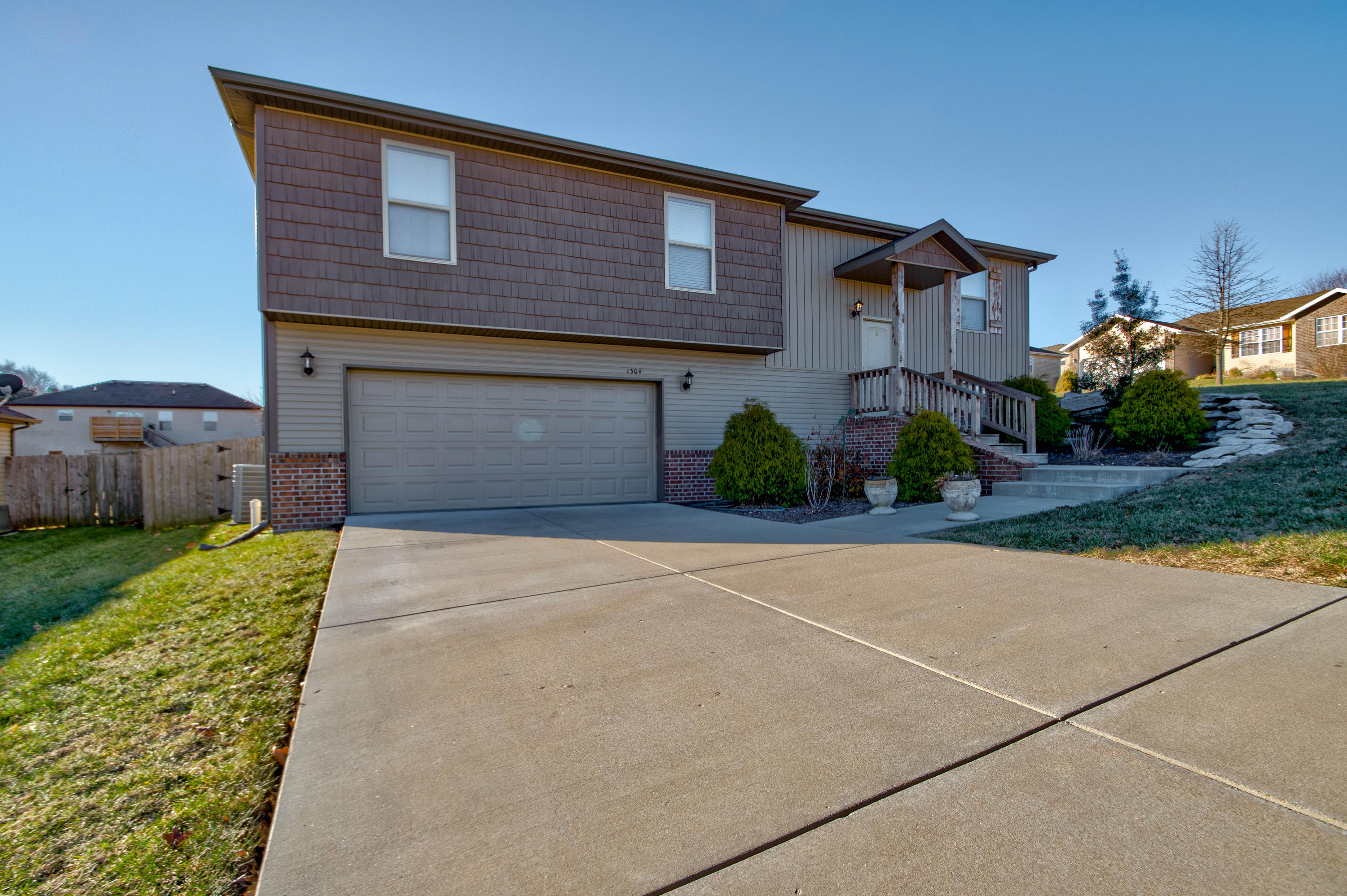 1304 West Canton Court Ozark, MO 65721