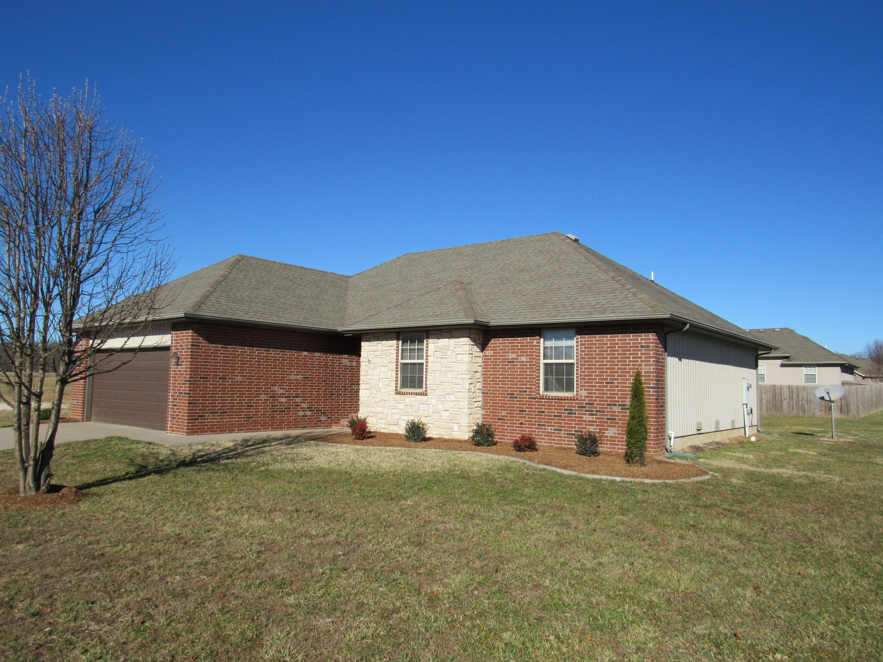1913 East Whetstone Drive Ozark, MO 65721