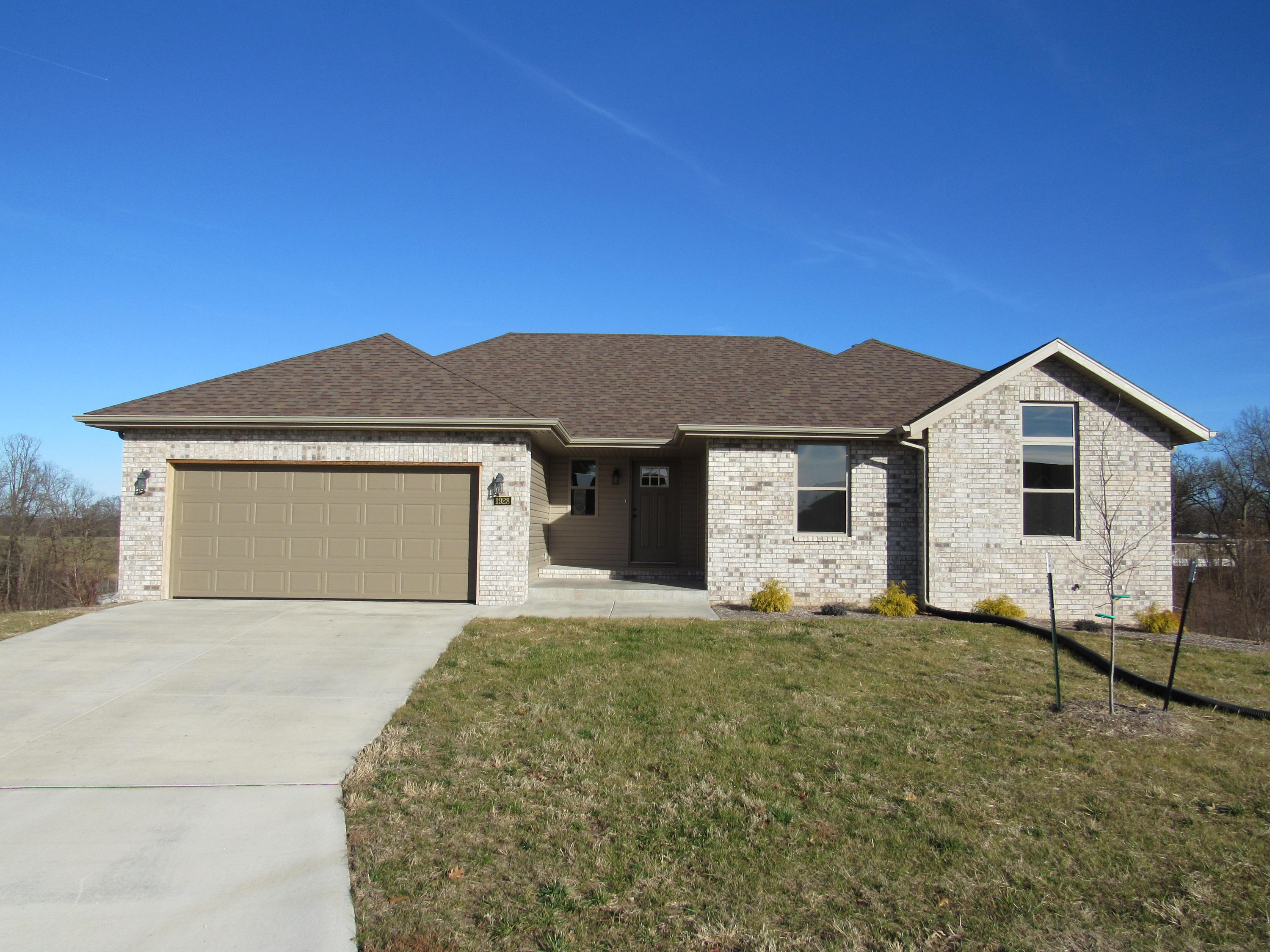 1928 North Seabrook Drive Nixa, MO 65714