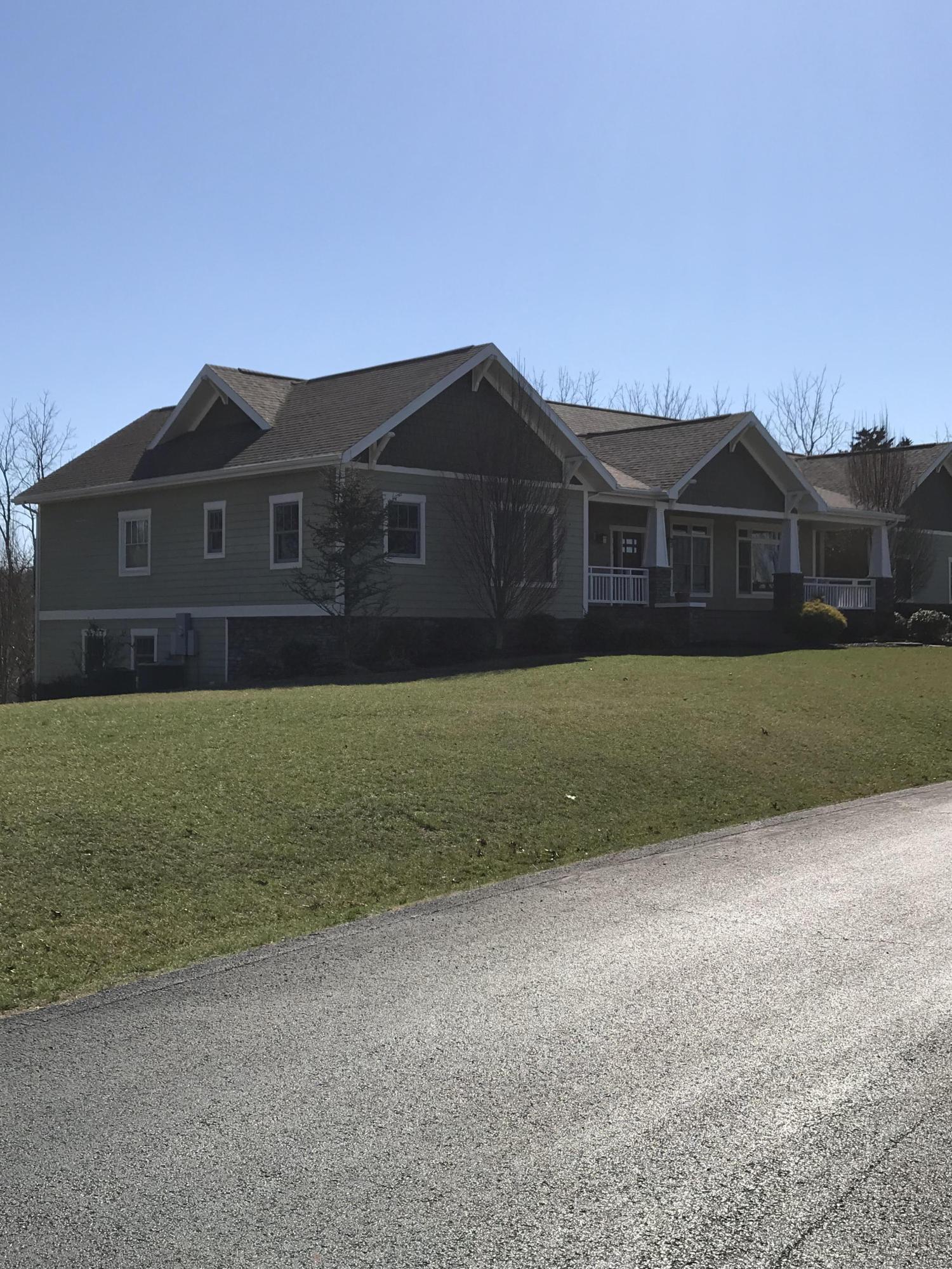 734 Newbury Road Reeds Spring, MO 65737