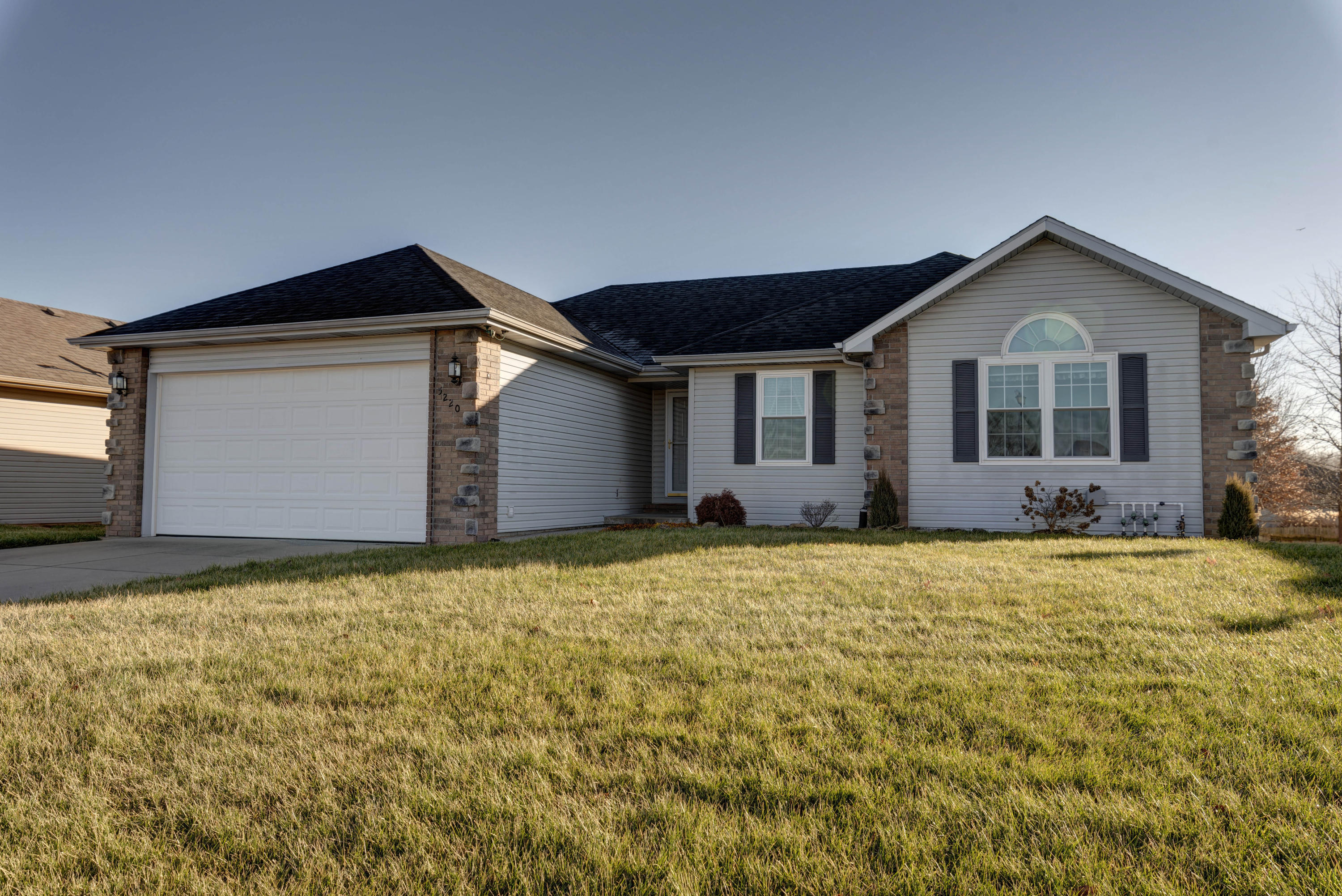 5220 South Tanager Avenue Battlefield, MO 65619