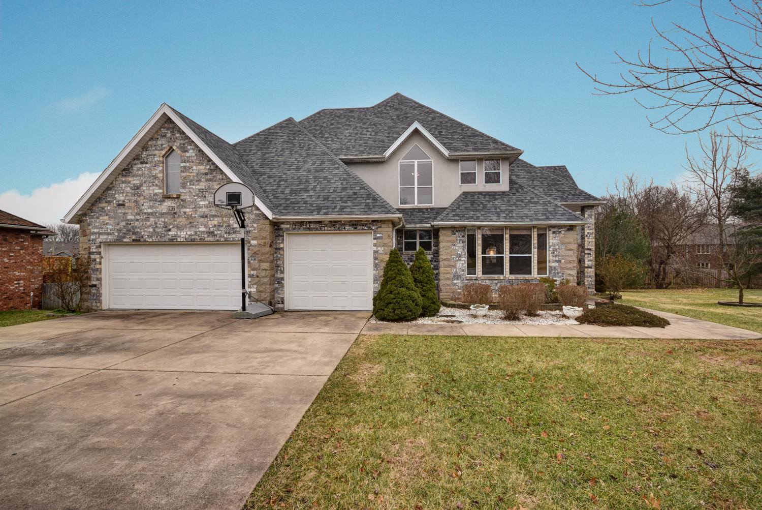 1912 East Norshire Street Springfield, MO 65804