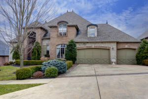 813 North Thornapple Lane, Springfield, MO 65802