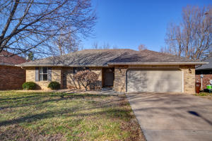 3829 West Dover Street, Springfield, MO 65802