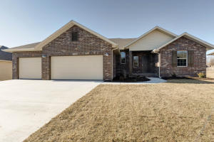Spacious 5 Bedroom walkout basement home in Republic