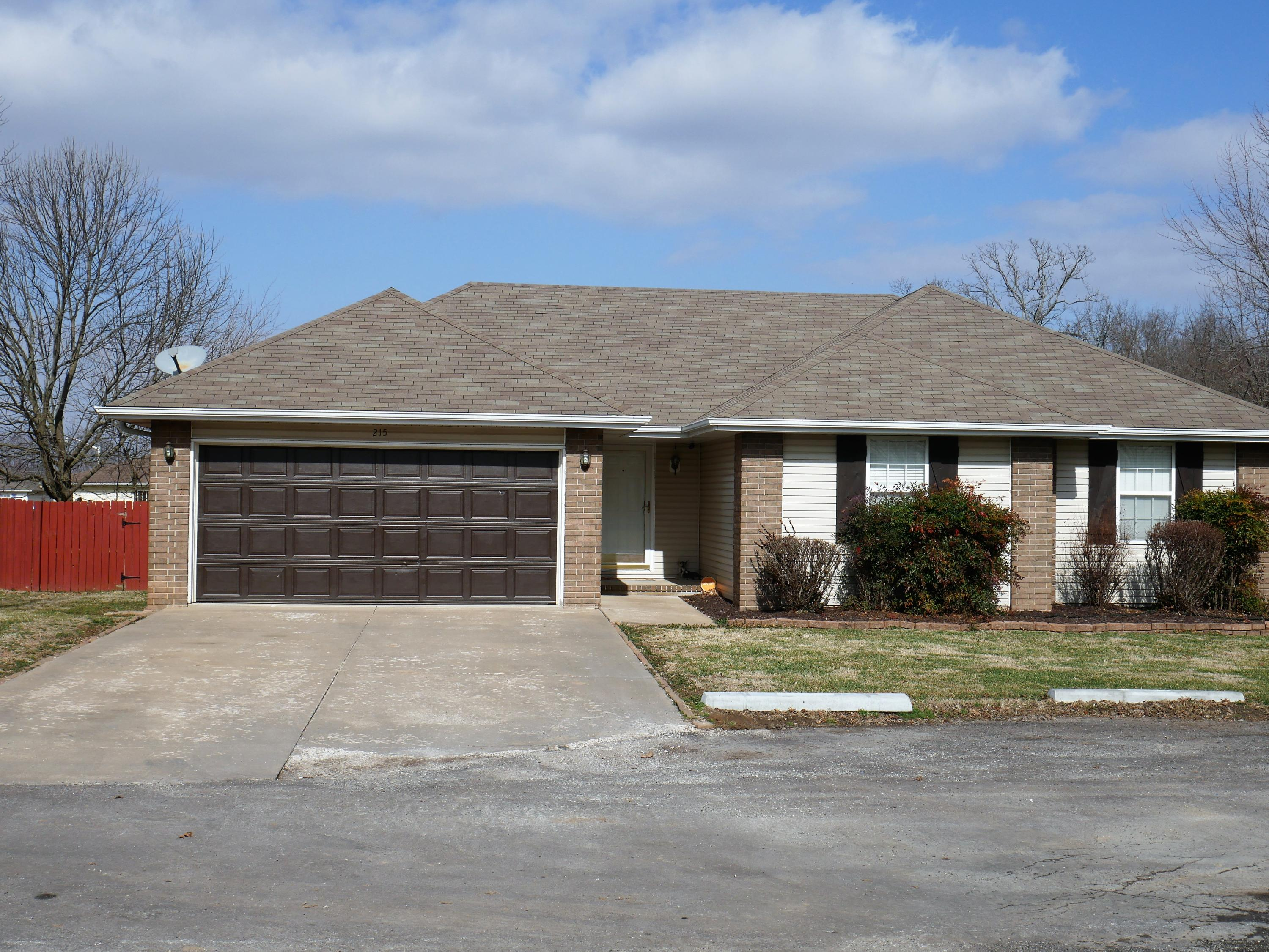 215 East Robin Road Clever, MO 65631