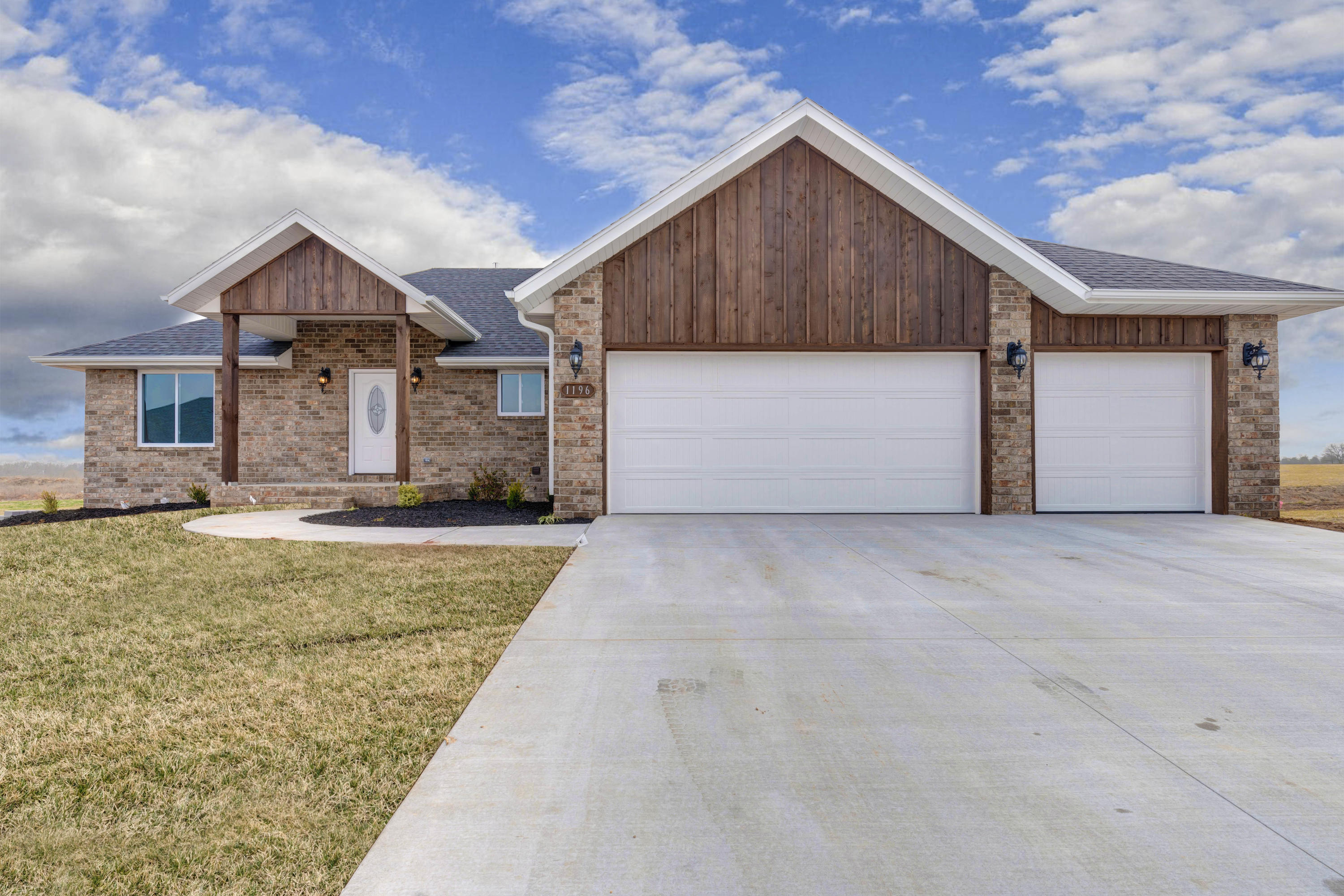 1196 South Cumberland Avenue Republic, MO 65738