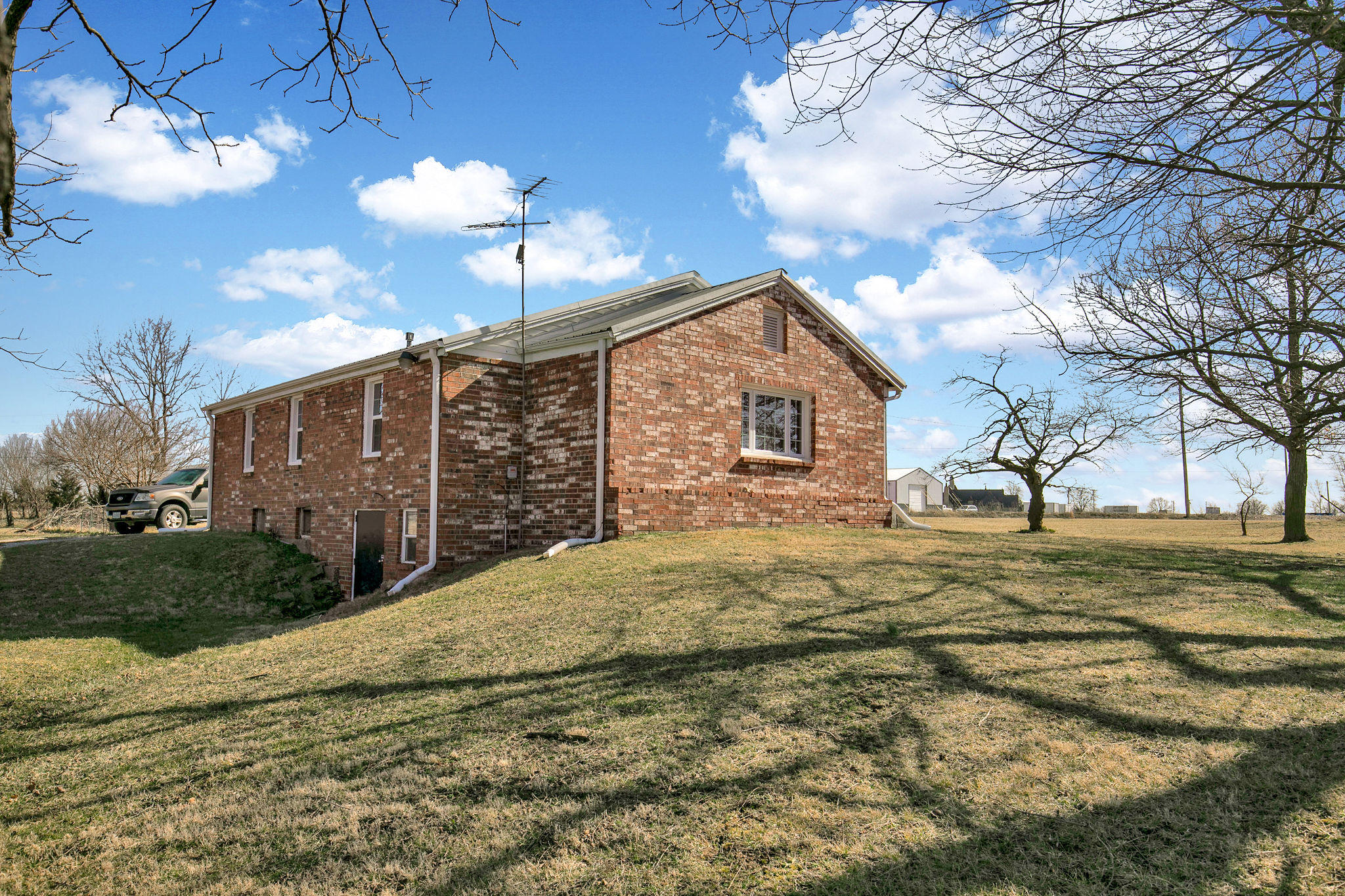 712 South Western Street Marionville, MO 65705