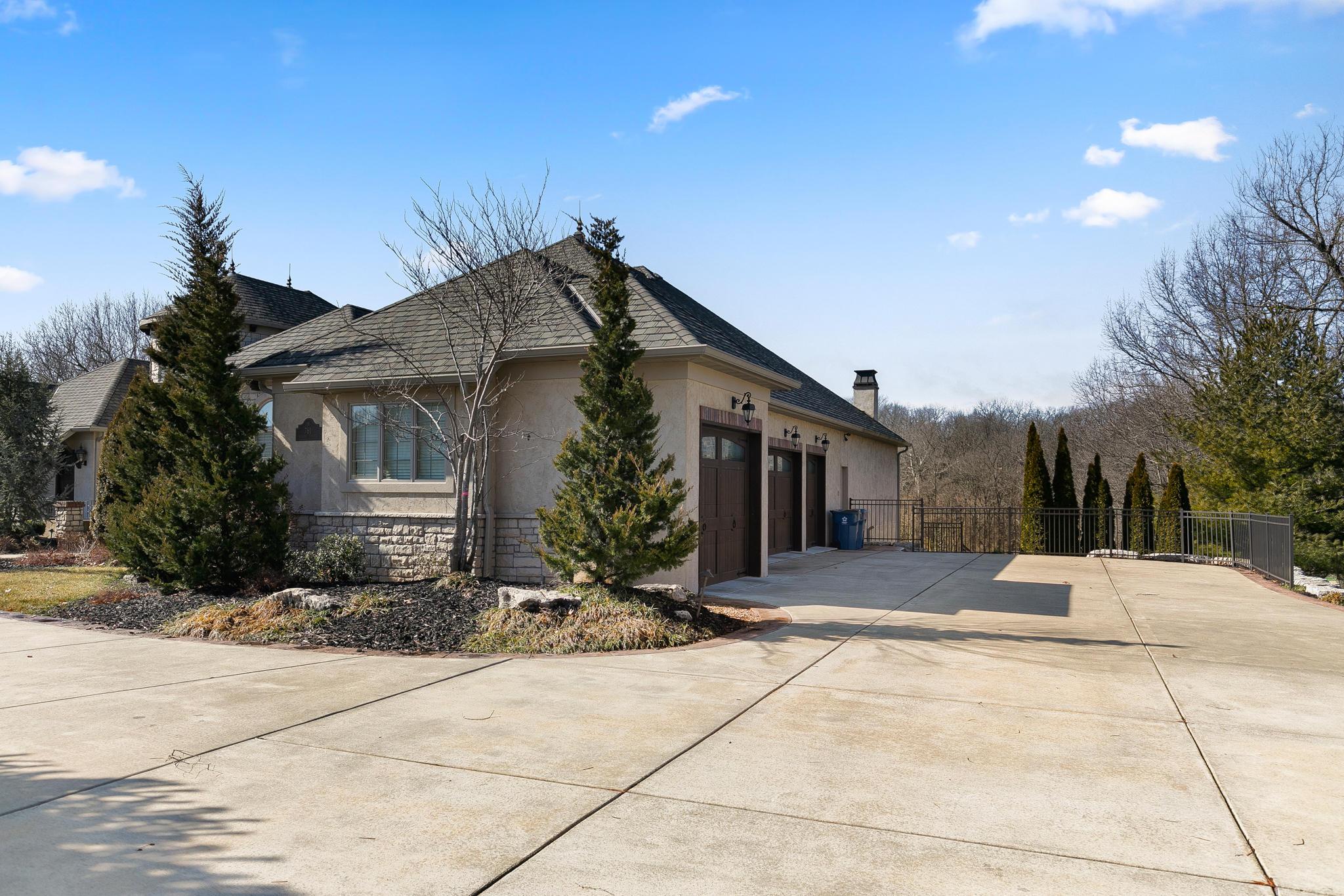 761 South Hickory Terrace Springfield, MO 65809