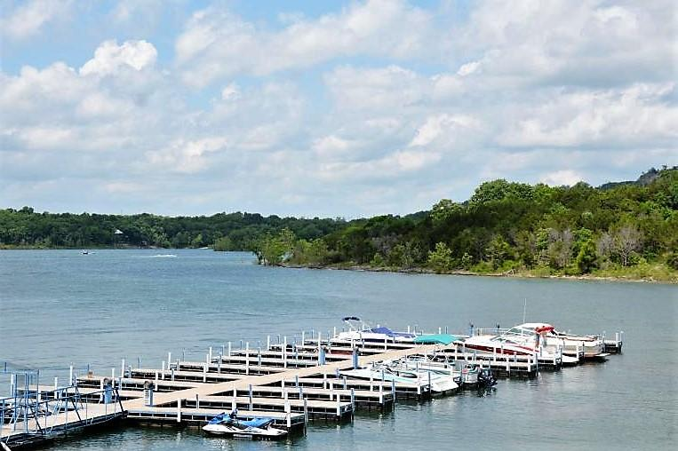 680 Emerald Point Drive #5 Hollister, MO 65672
