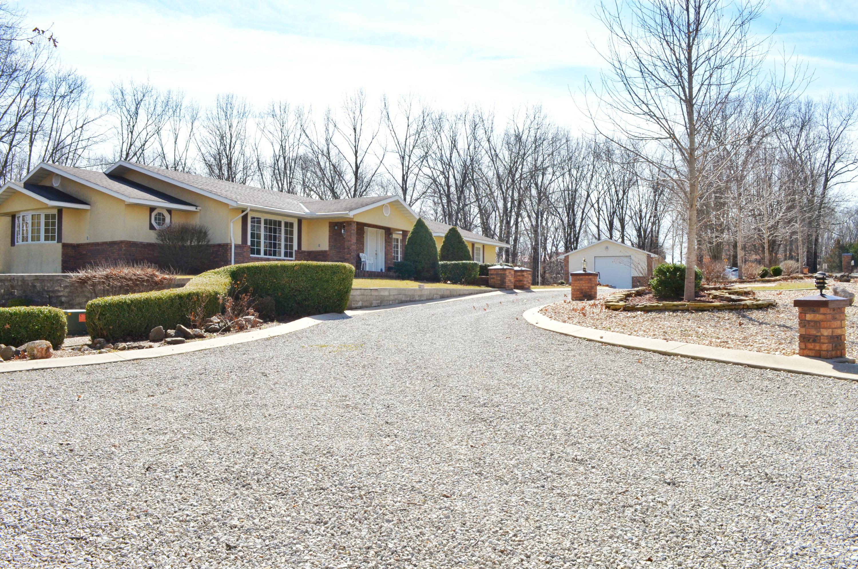 82 Whispering Oaks Drive Galena, MO 65656
