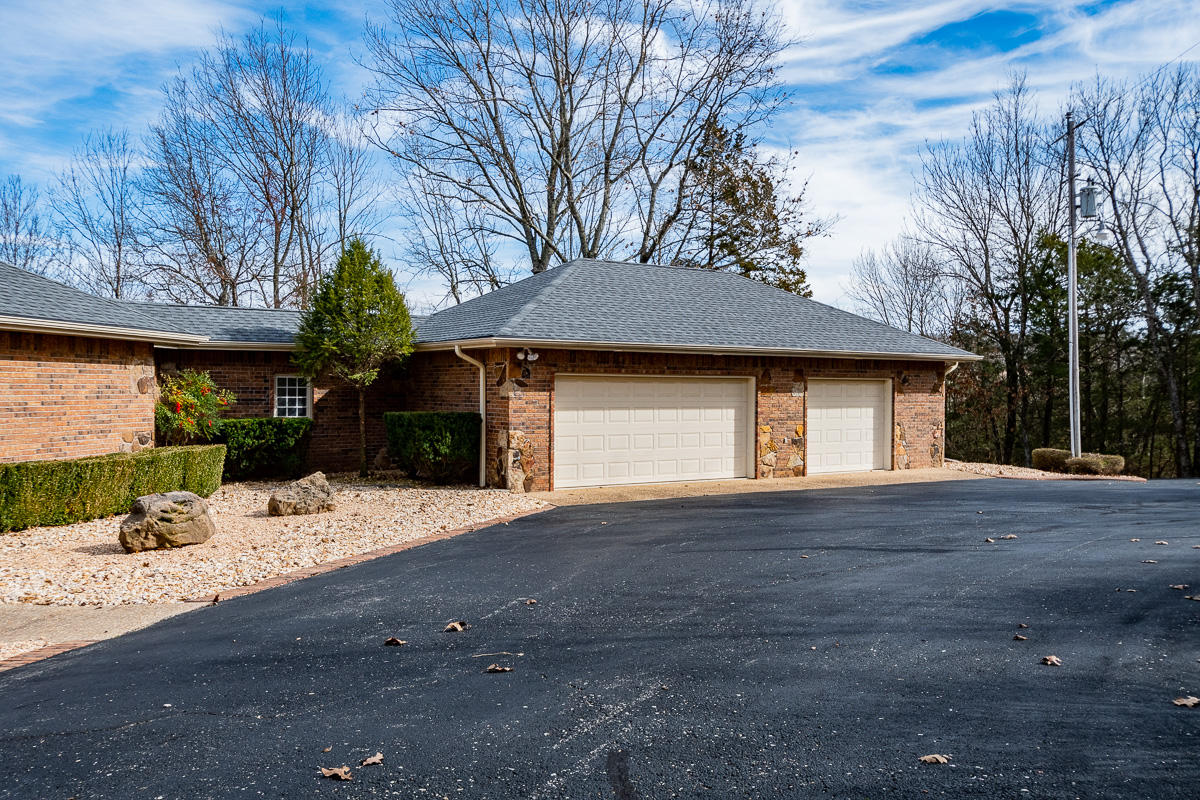 509 Mountain Estate Drive Blue Eye, MO 65611