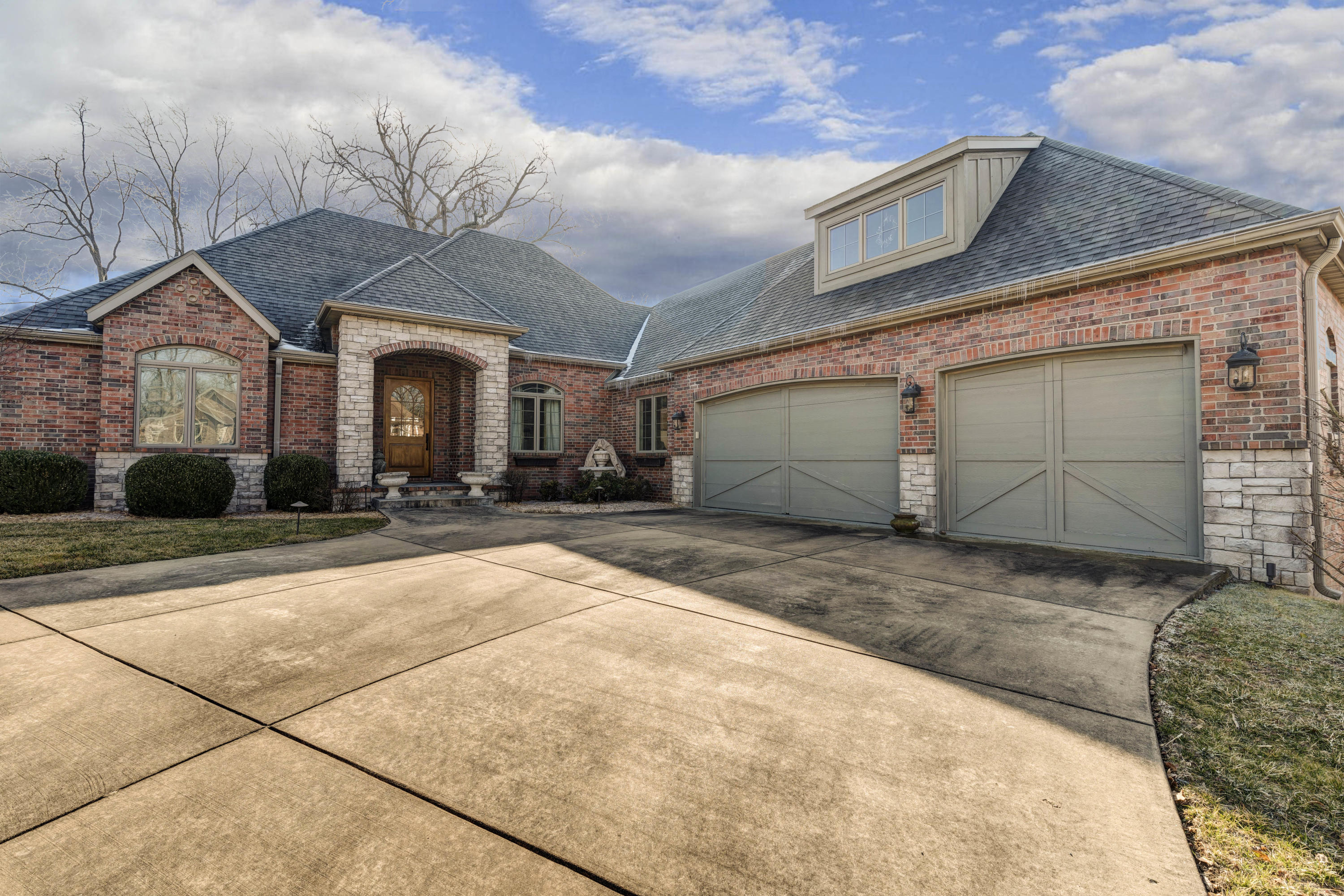 5638 South Moonshine Court Springfield, MO 65804