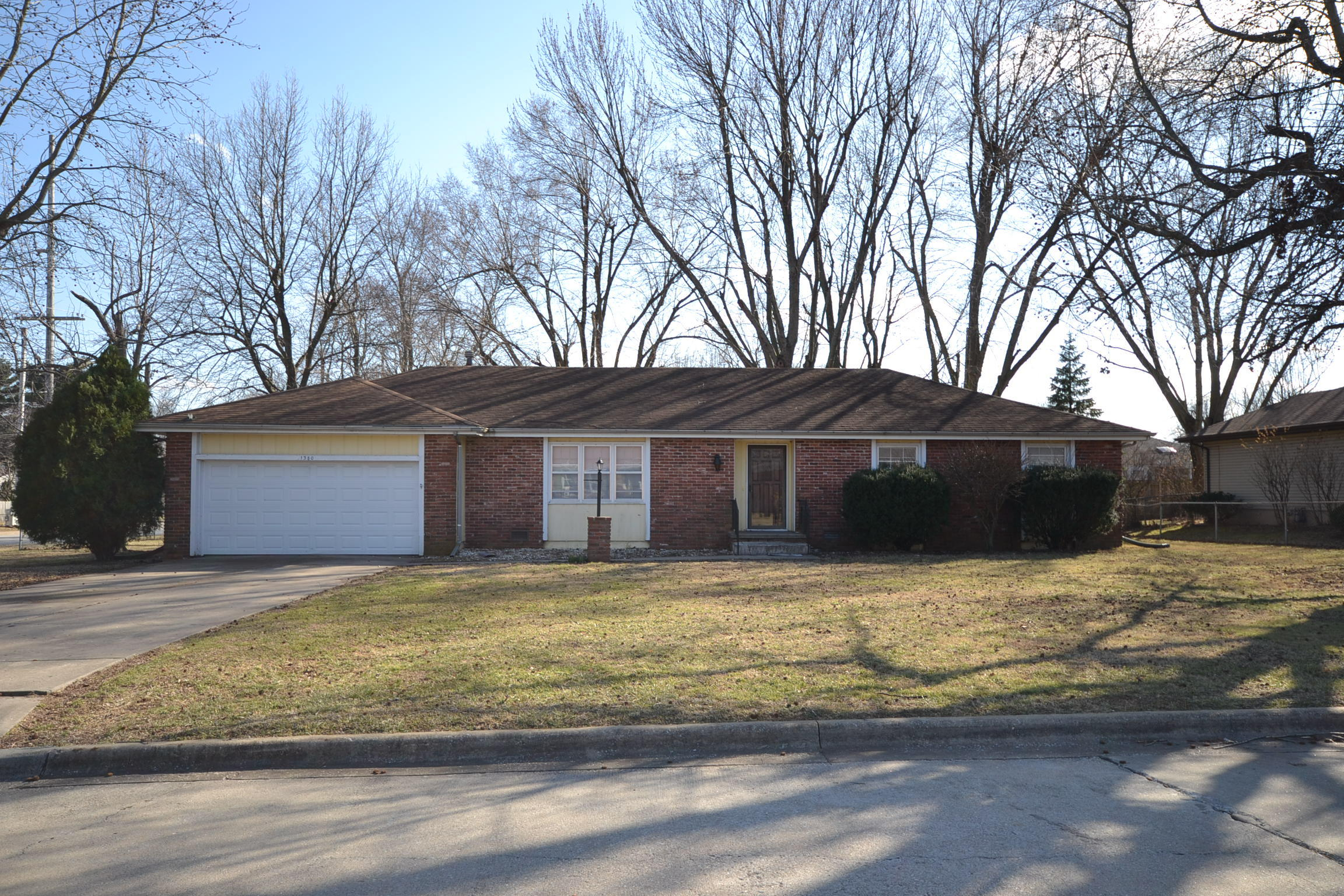 1380 East Deerfield Street Springfield, MO 65804