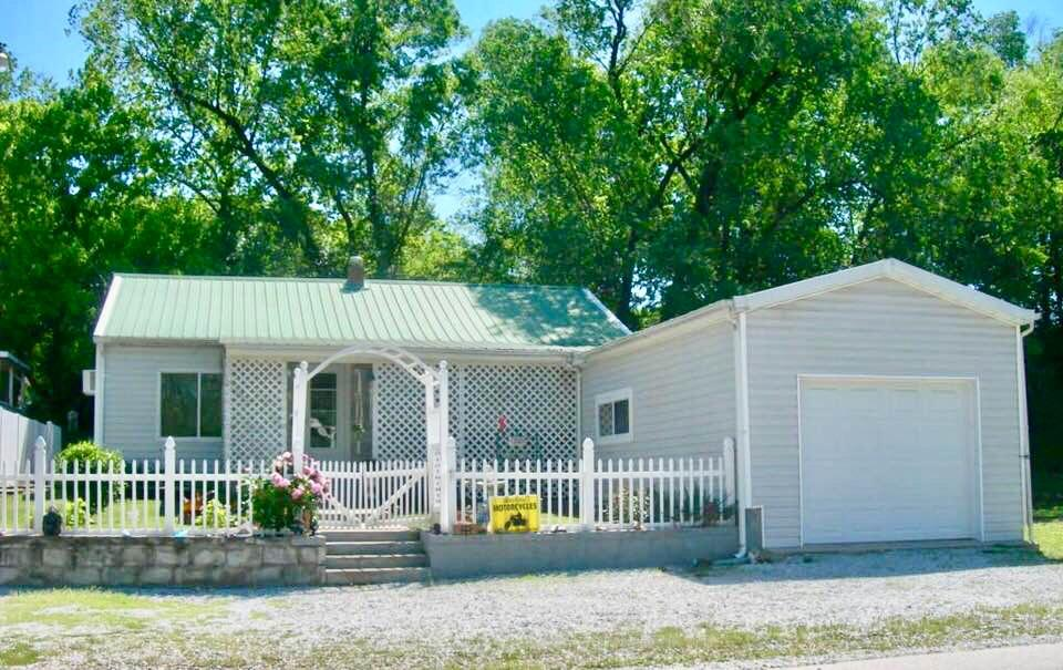702 Park Street Anderson, MO 64831