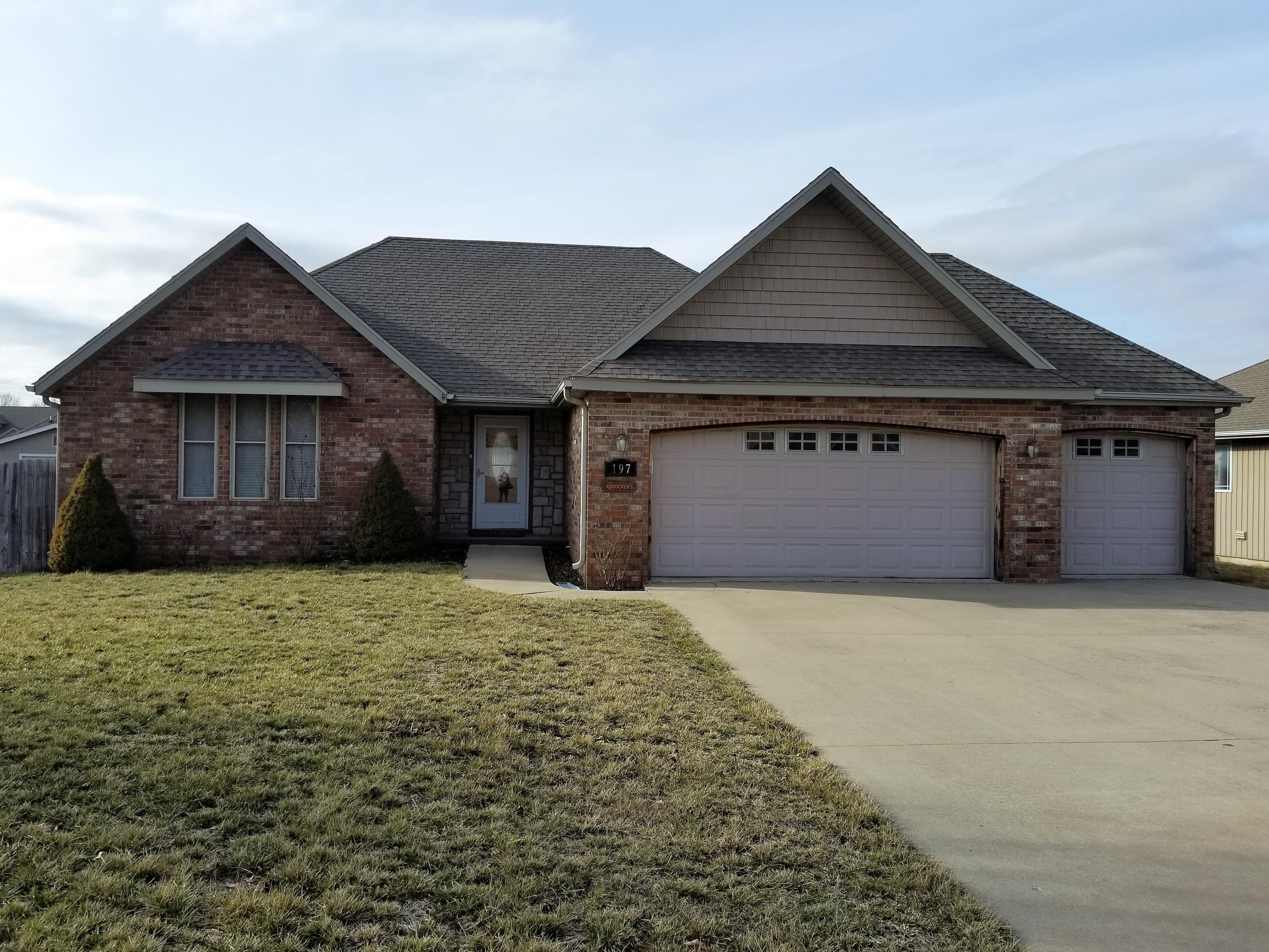 197 Sparrow Lane Willard, MO 65781