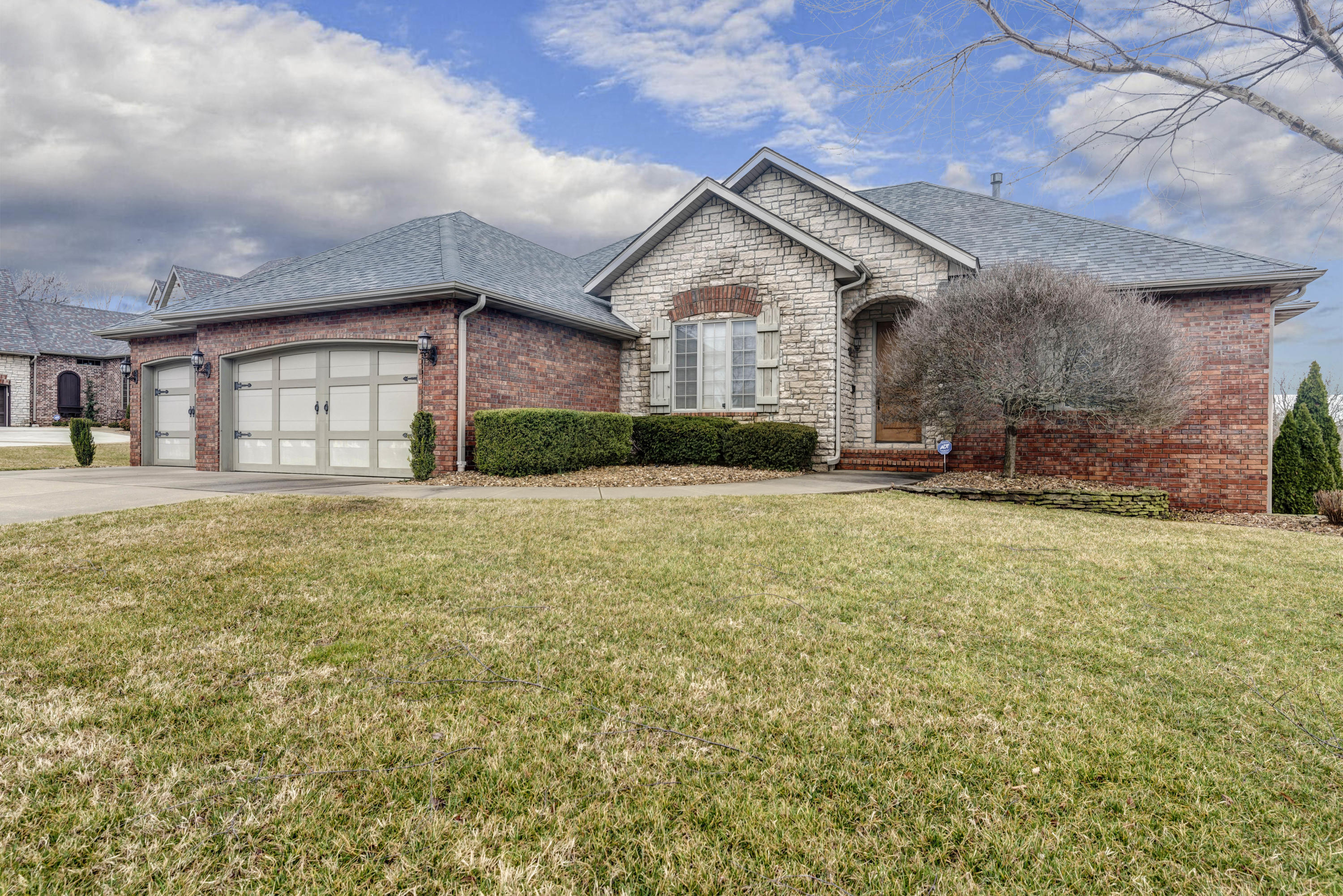 6083 South Lakepoint Drive Springfield, MO 65804