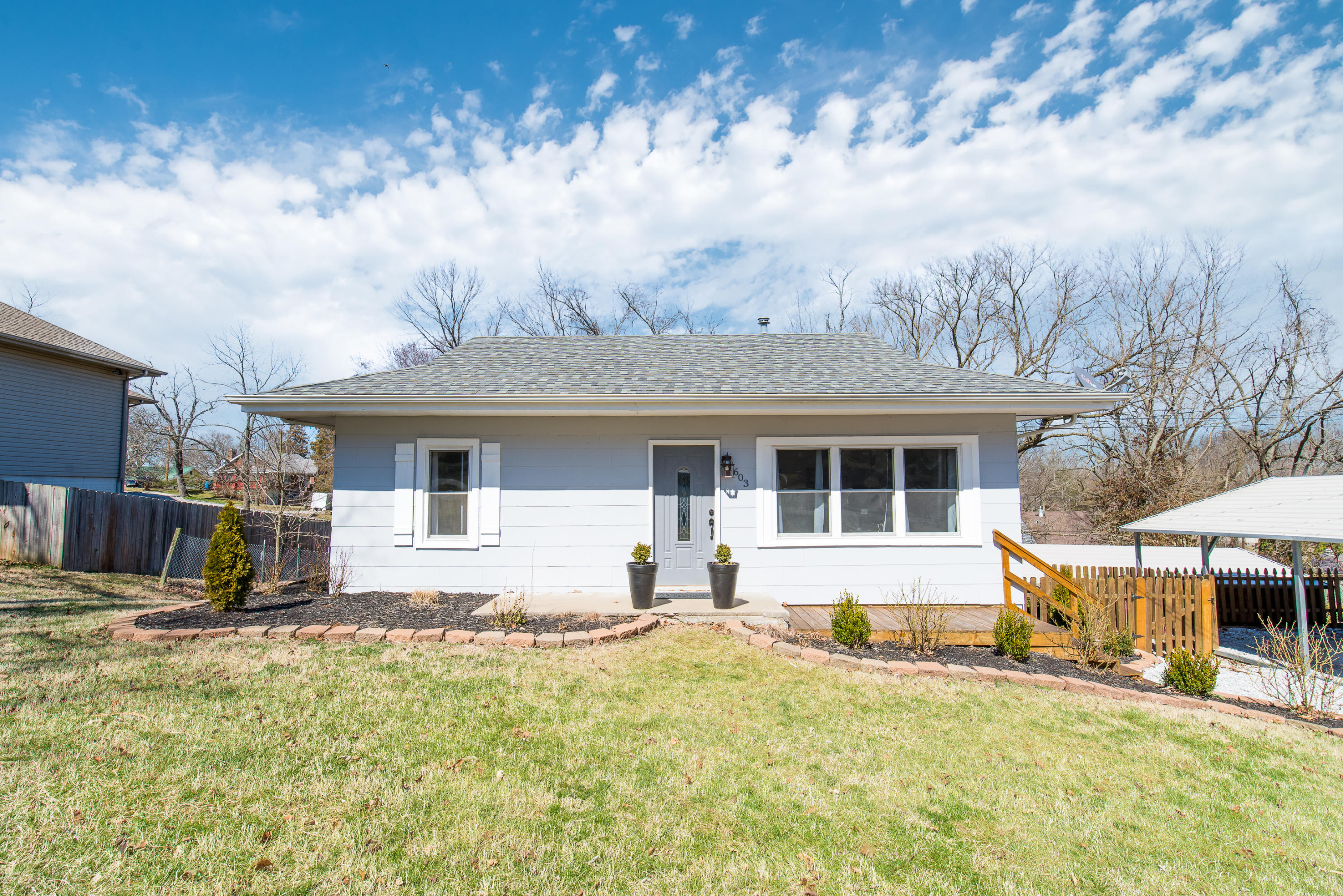603 East Oak Street Ozark, MO 65721