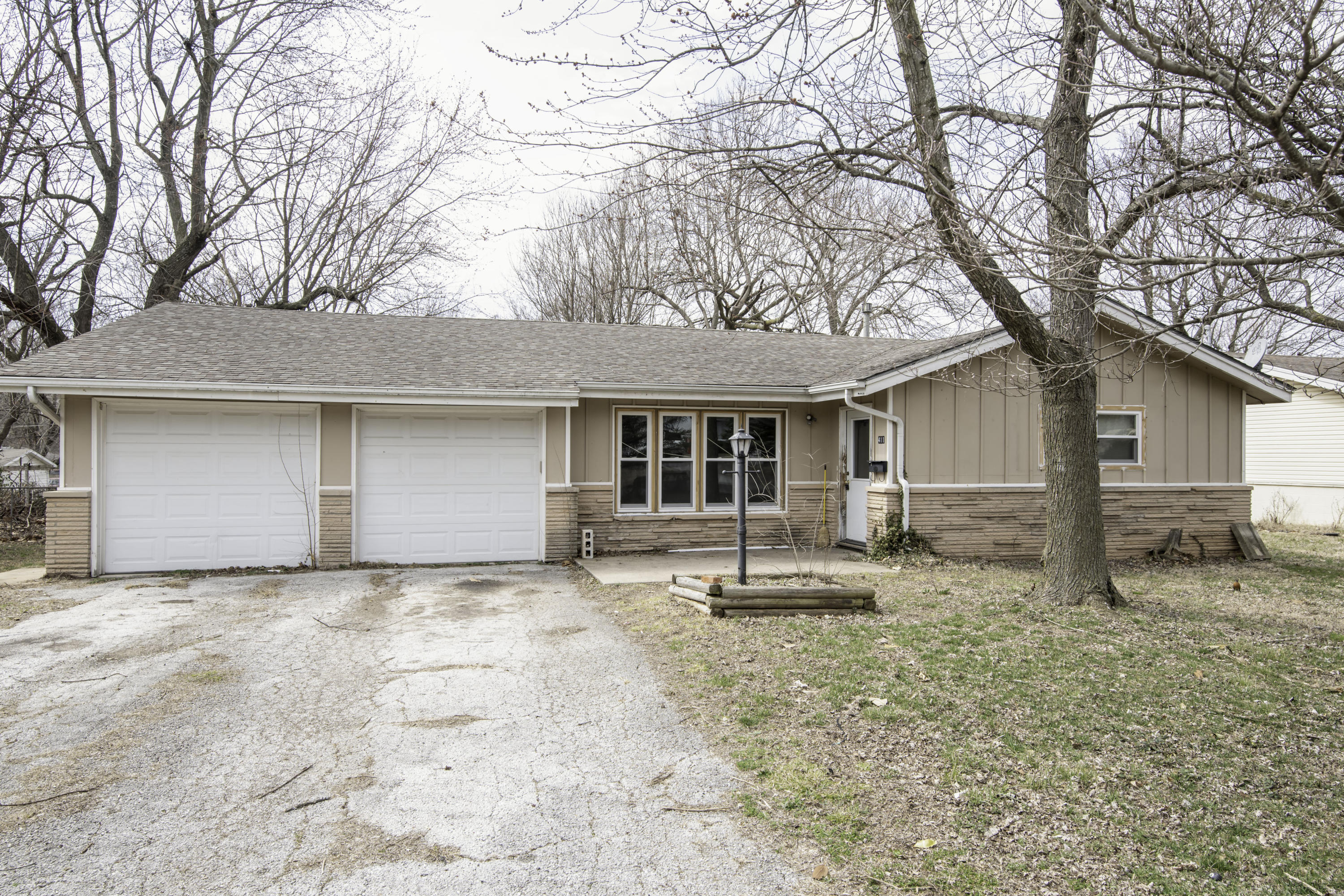 411 South Monte Vista Avenue Springfield, MO 65802