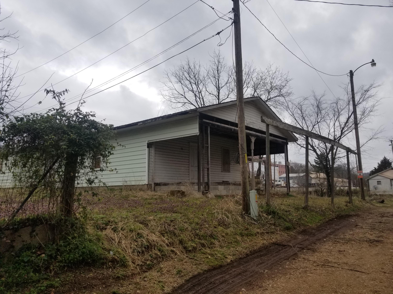 305 Oak Street