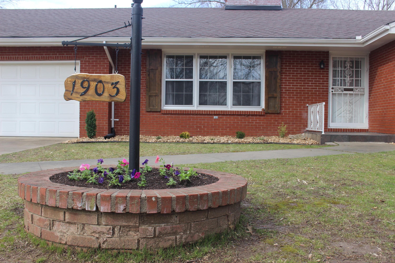 1903 East Mimosa Street Springfield, MO 65804