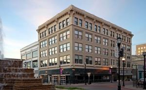 103 Park Central Square, Springfield, MO 65806