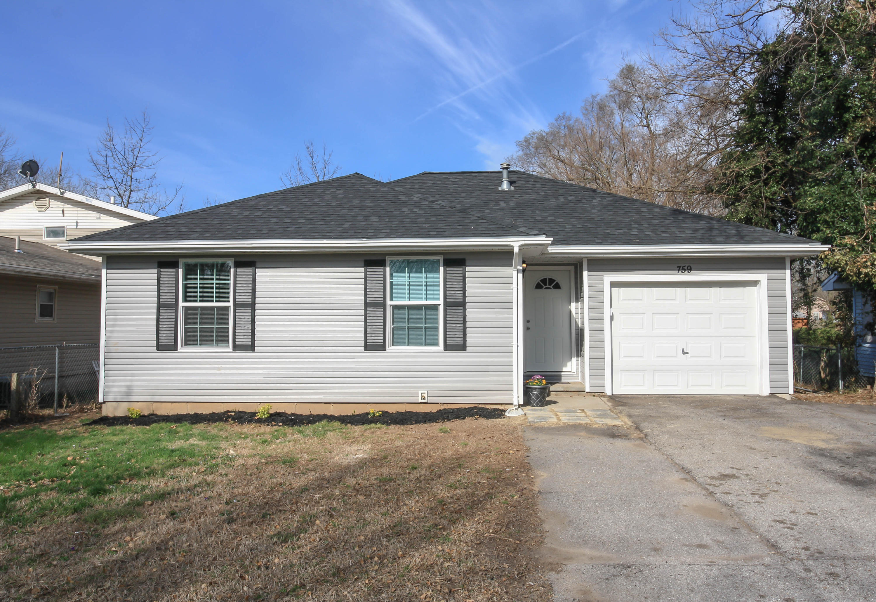 759 South West Avenue Springfield, MO 65802