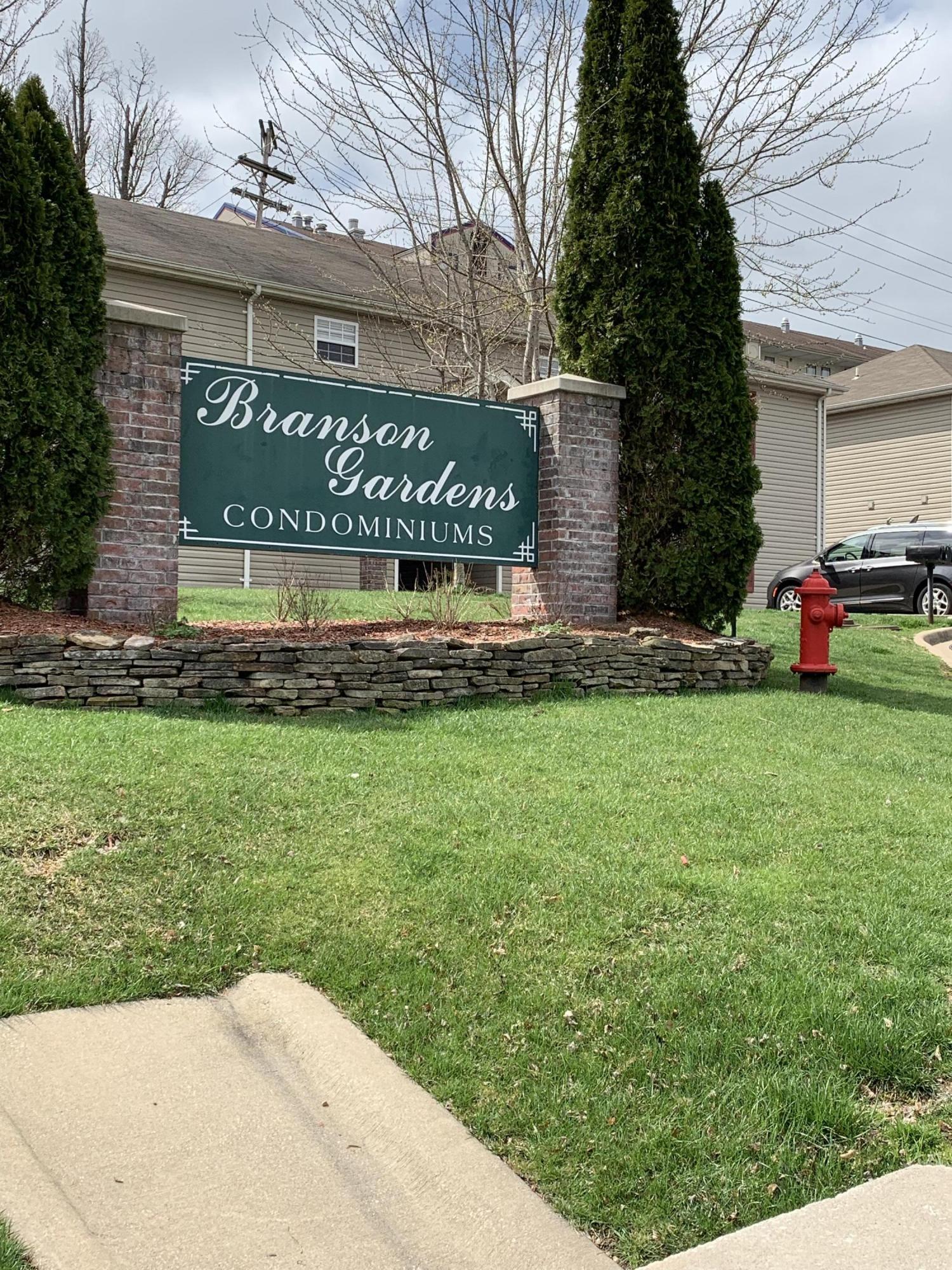 102 Garden Circle Branson, MO 65616