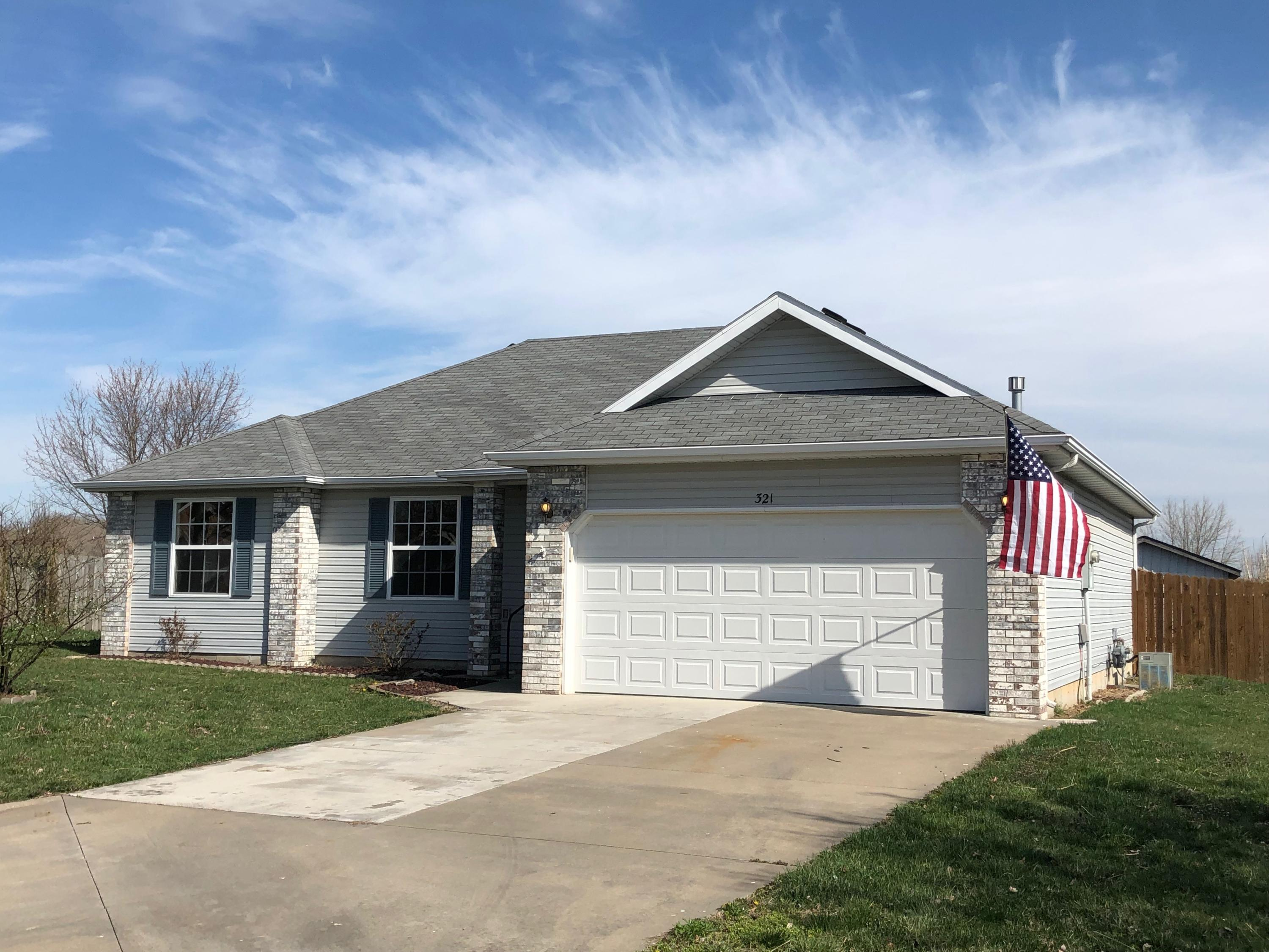 321 West Navajo Court Clever, MO 65631