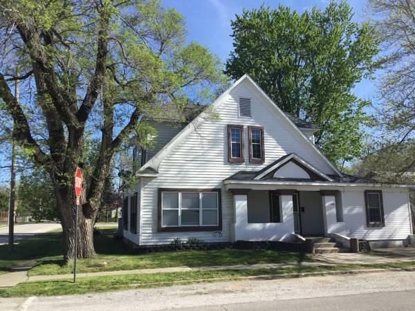 3 East Delta Street Aurora, MO 65605