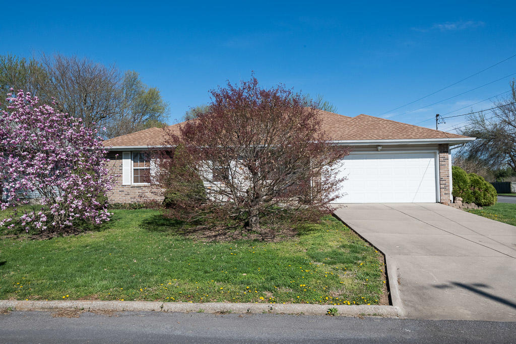 3878 South Leawood Avenue Springfield, MO 65807