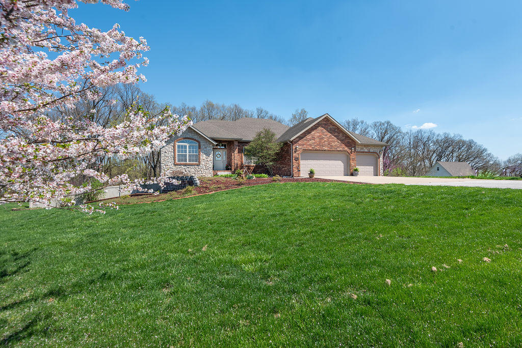 1224 South Hickory Lane Nixa, MO 65714