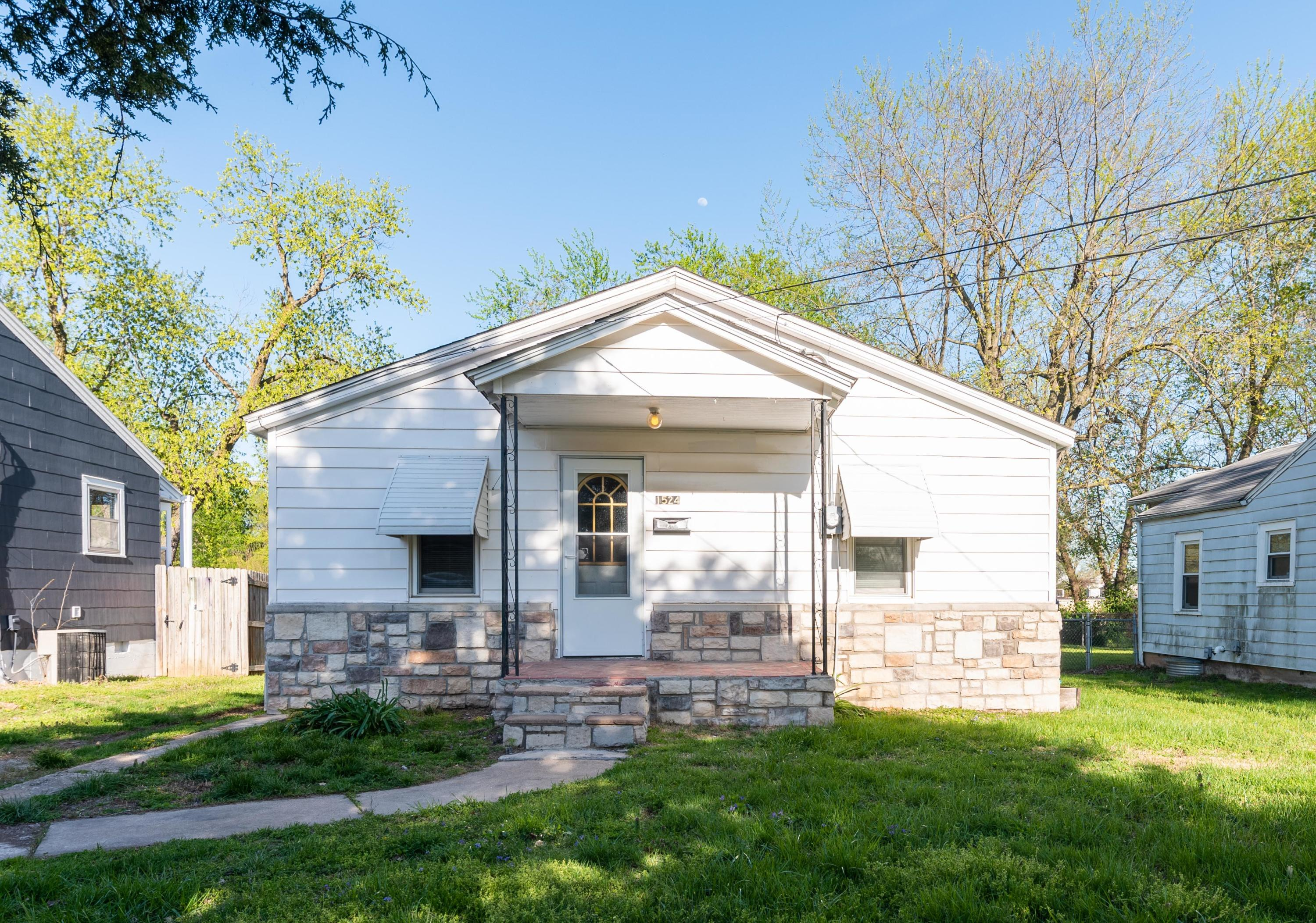 1524 North Rogers Avenue Springfield, MO 65803