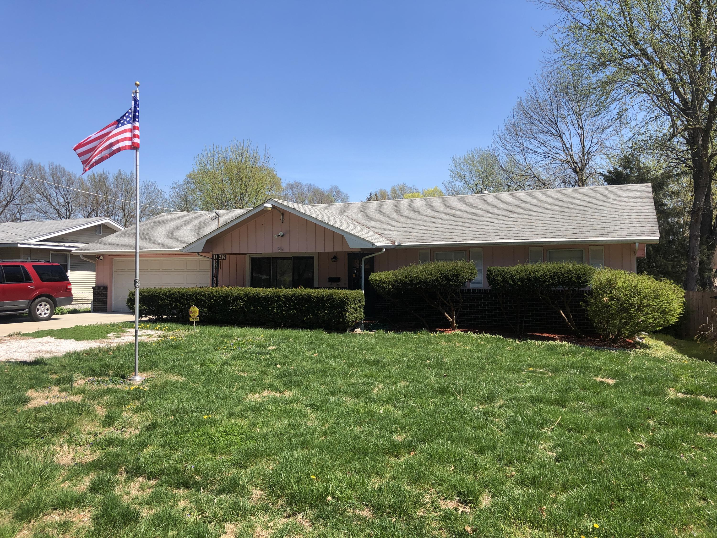 1928 South Mayfair Avenue Springfield, MO 65804