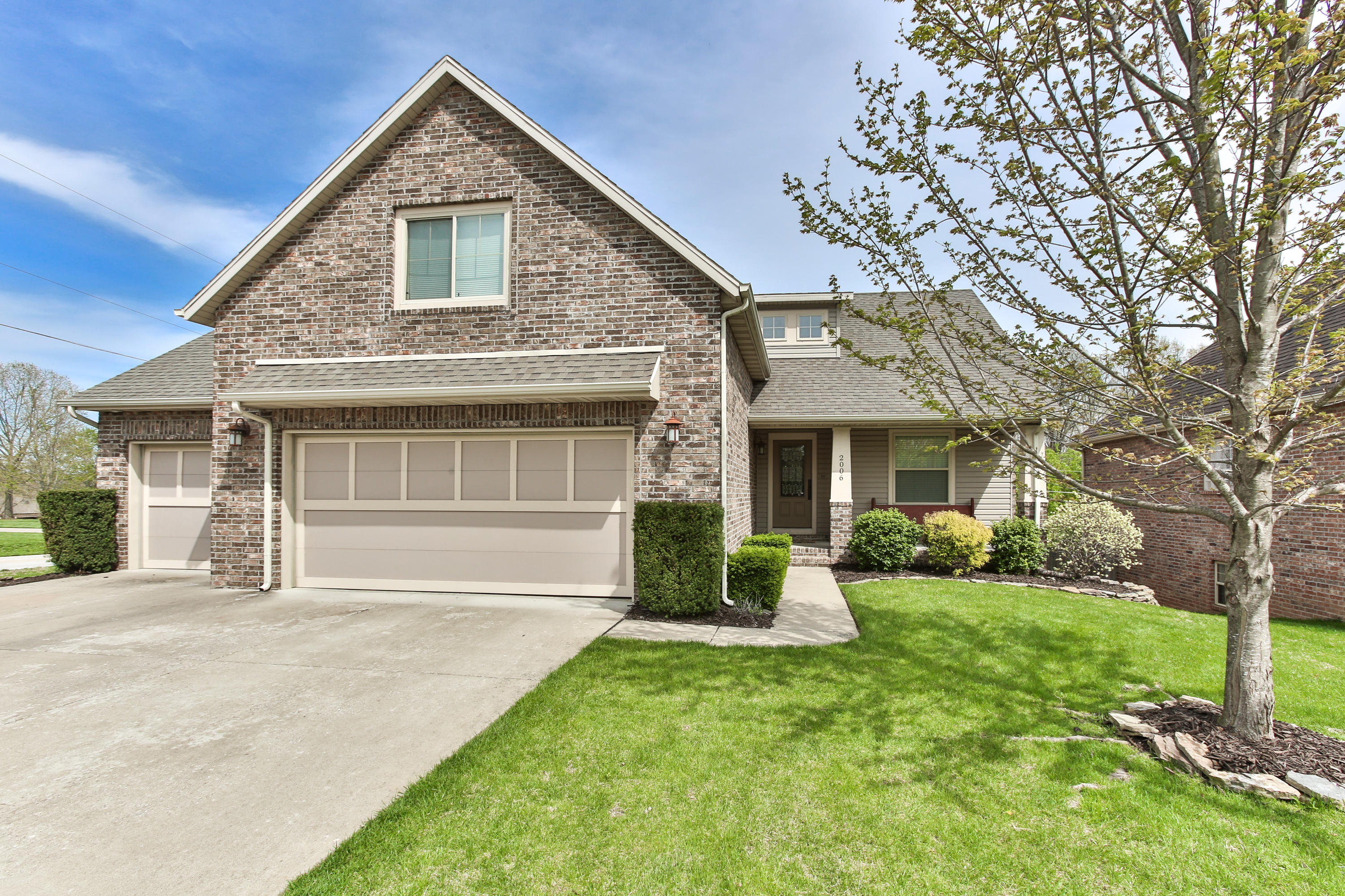 2006 South Emerald Place Springfield, MO 65809
