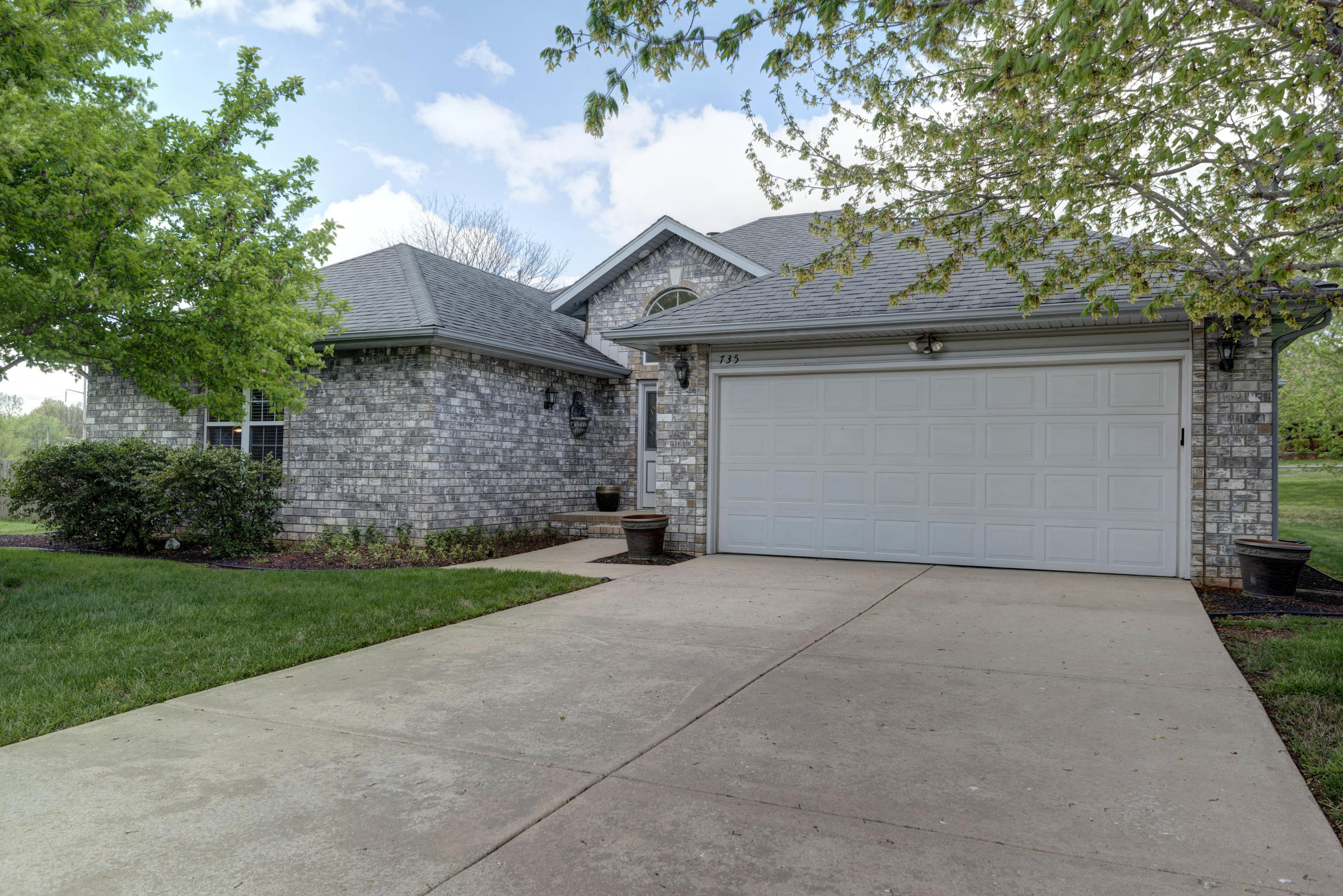 735 South Timbercreek Avenue Springfield, MO 65802