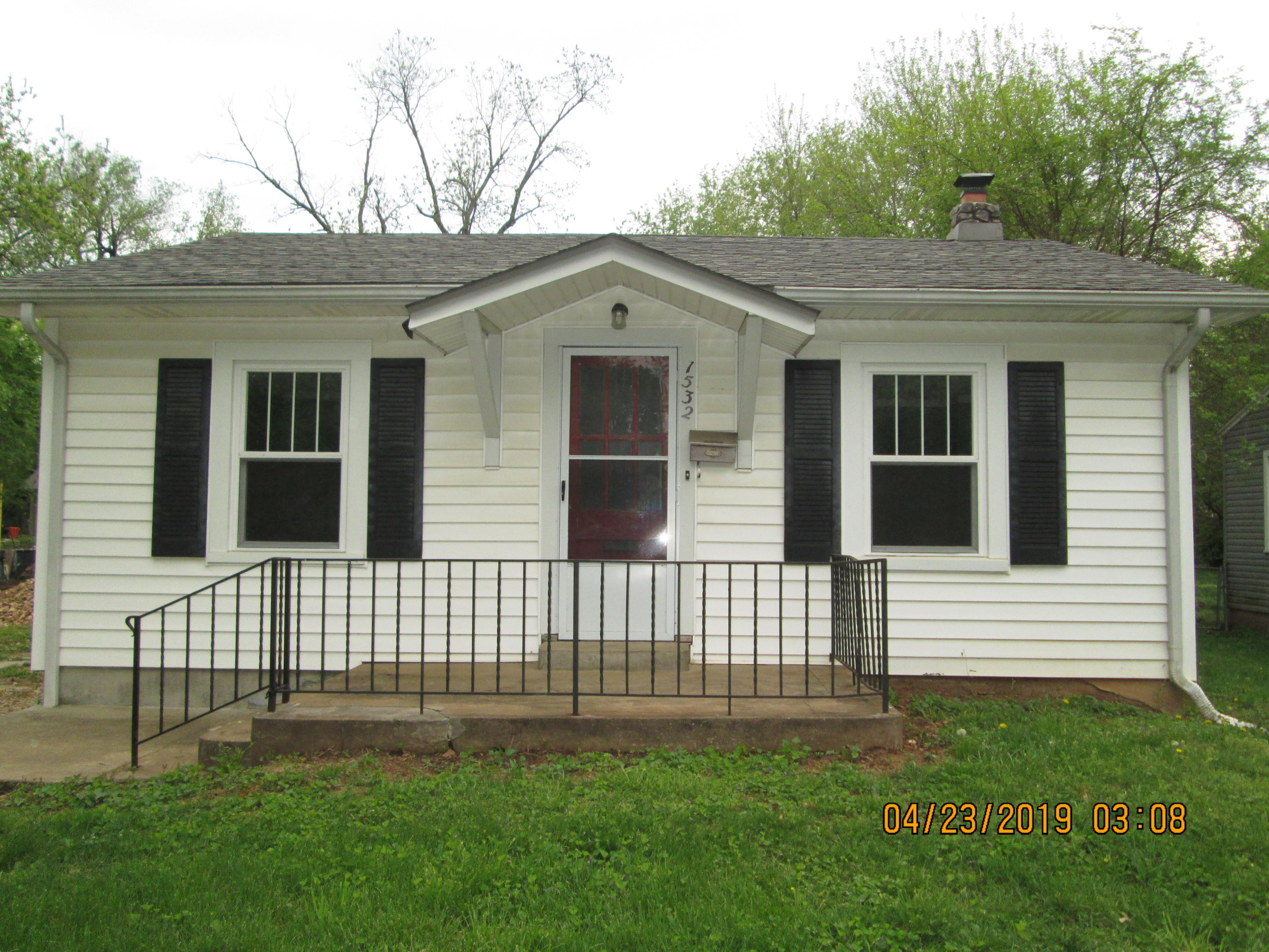 1532 East Stanford Street Springfield, MO 65804