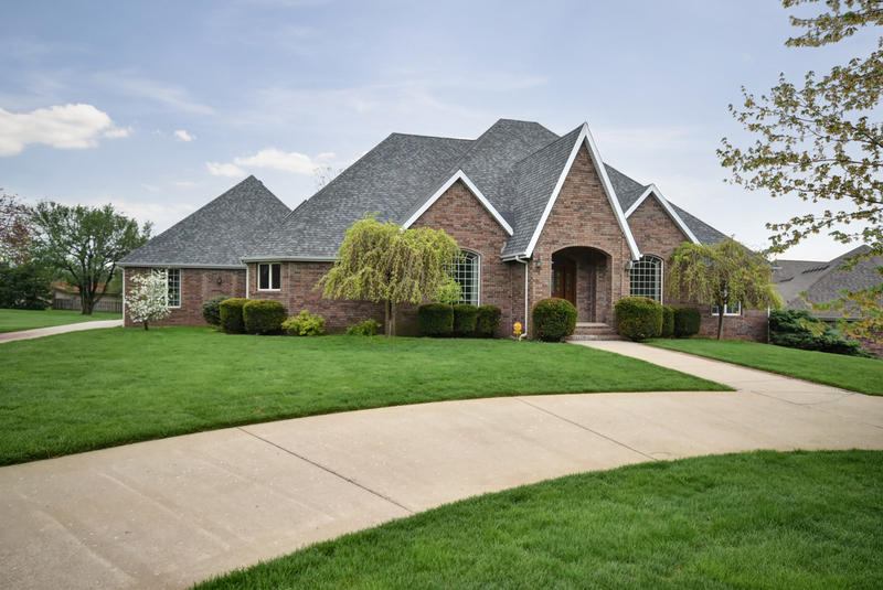 Hickory Hills in Springfield | 5 Beds $449,900 MLS# 60134888 | 718 South Mumford Circle Springfield MO 65809