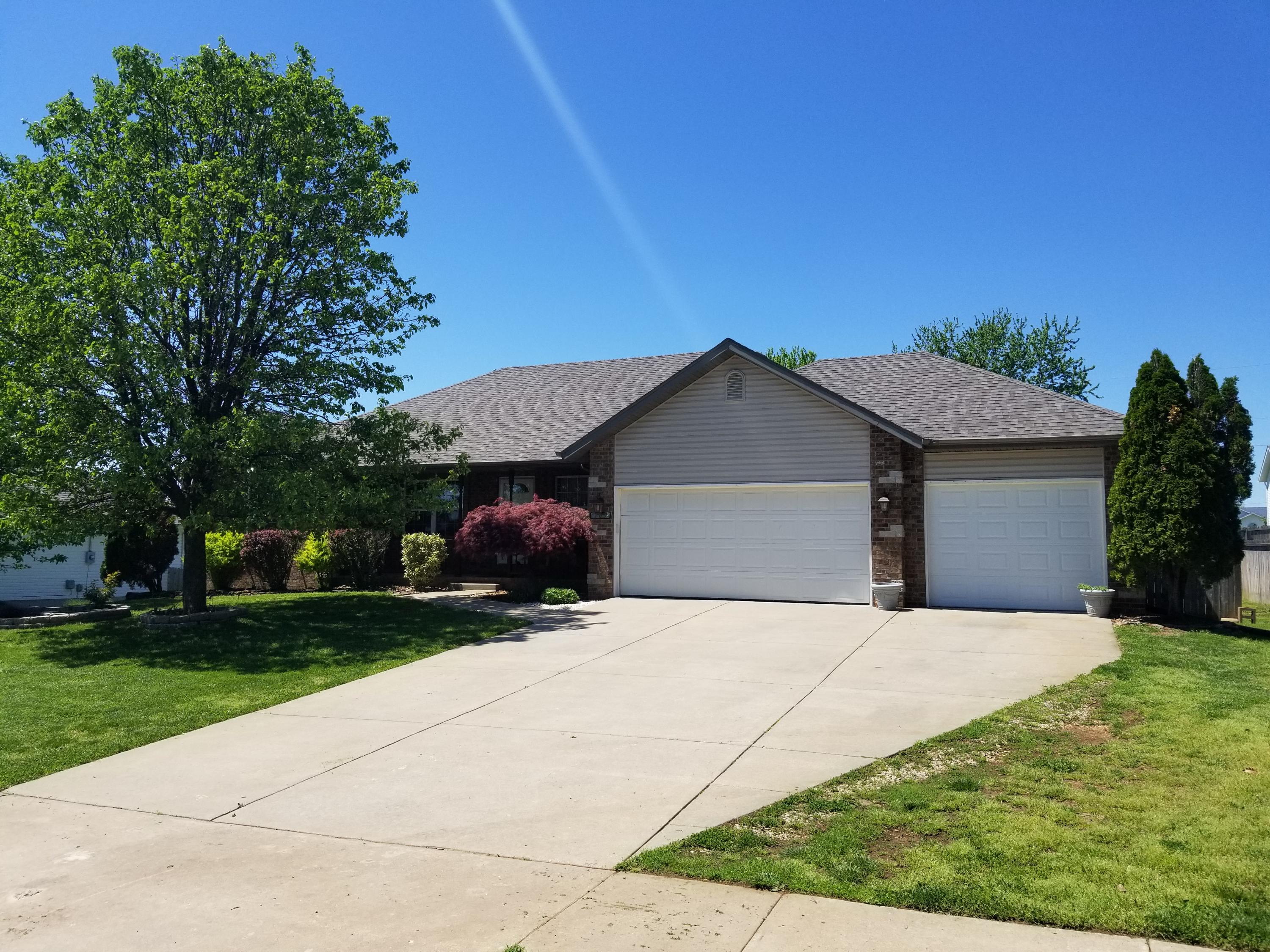709 Berry Lane Willard, MO 65781